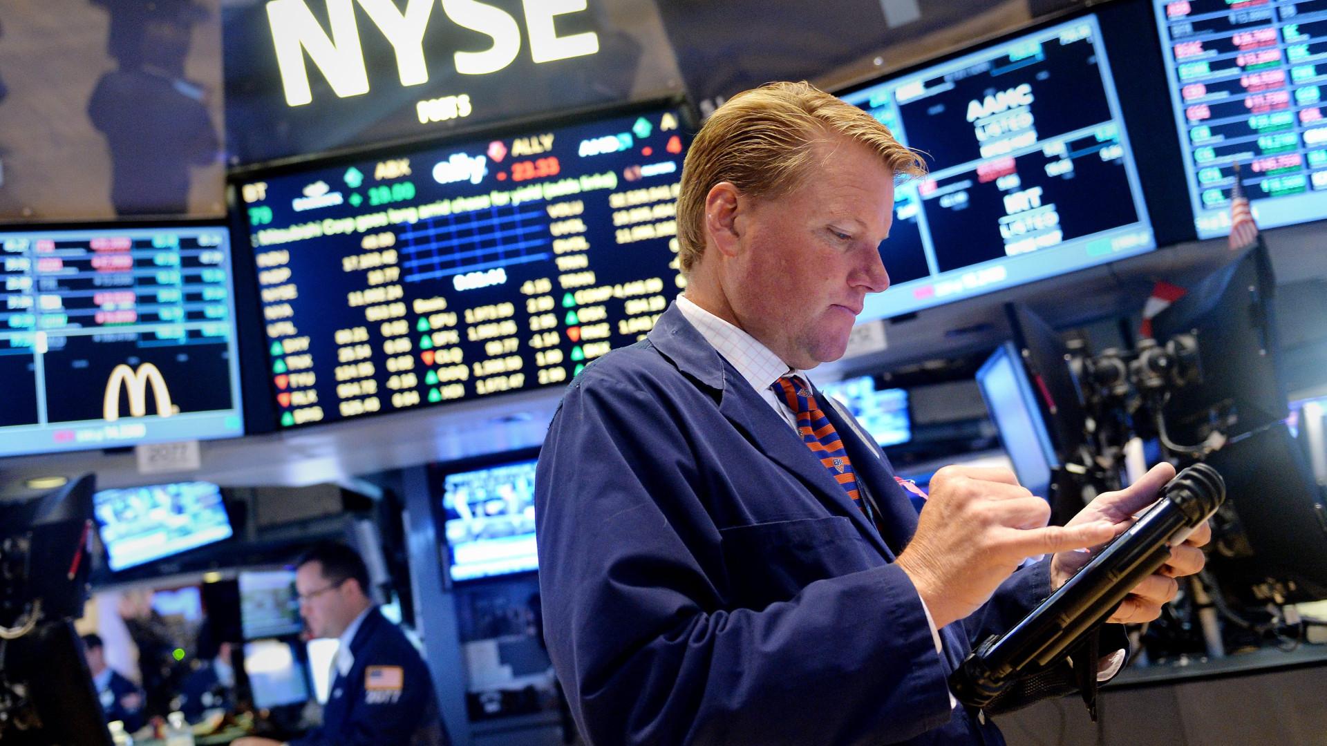 Wall Street encerra a cair