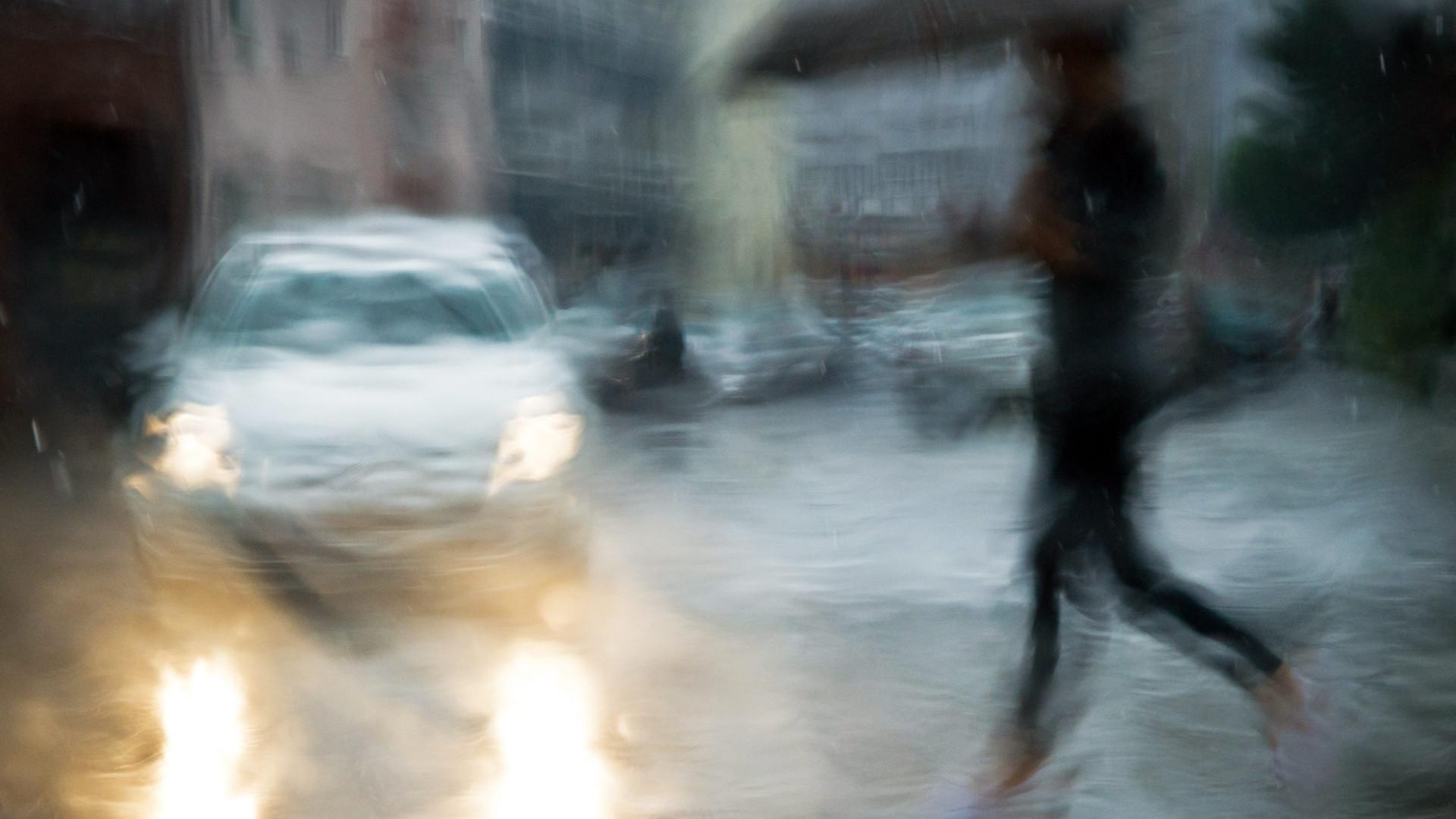 Tempestade Bruno traz chuva, vento e agitação marítima