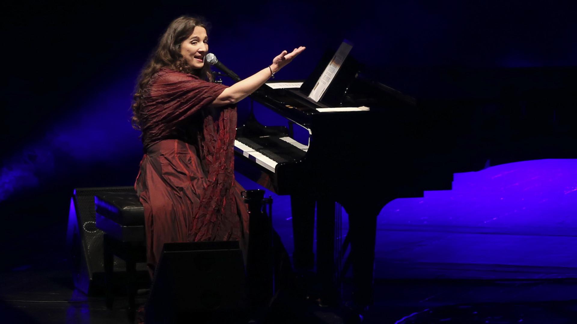 Dulce Pontes canta sábado no Olympia, em Paris