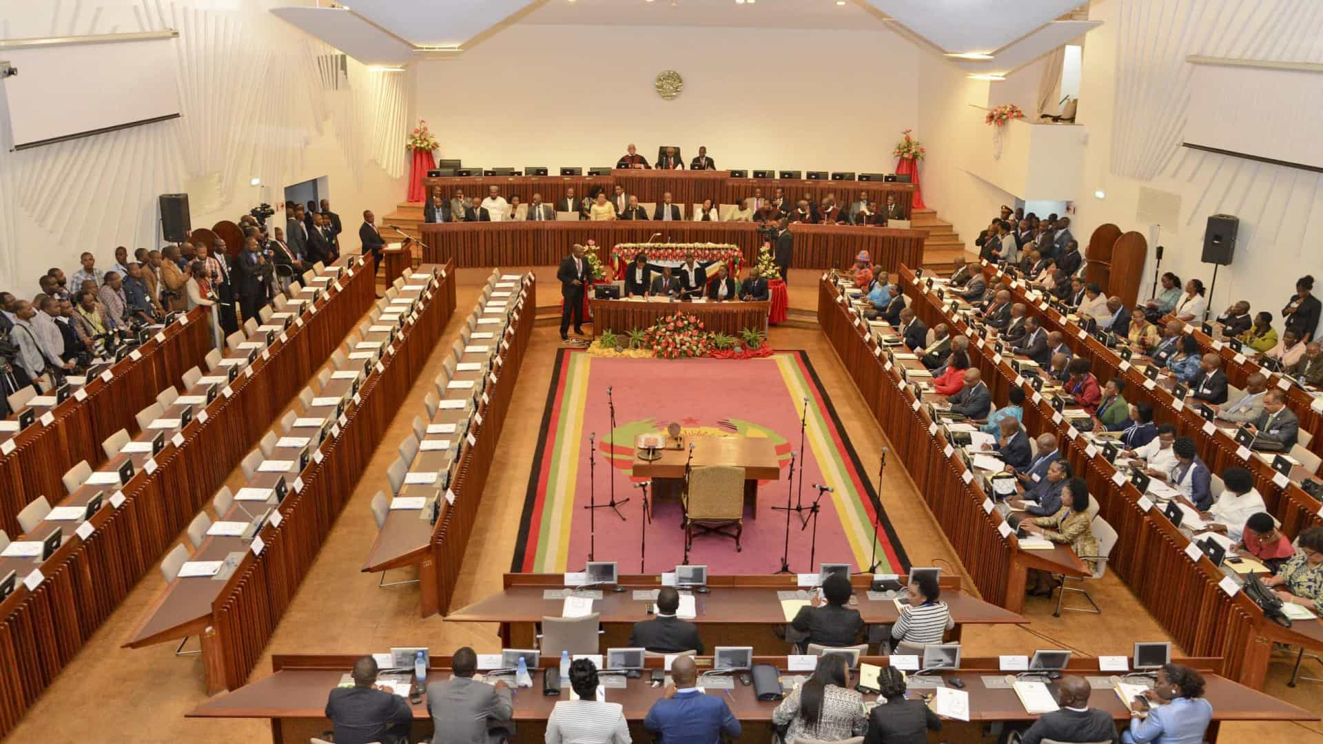 Parlamento inicia auscultação pública para revisão da legislação penal