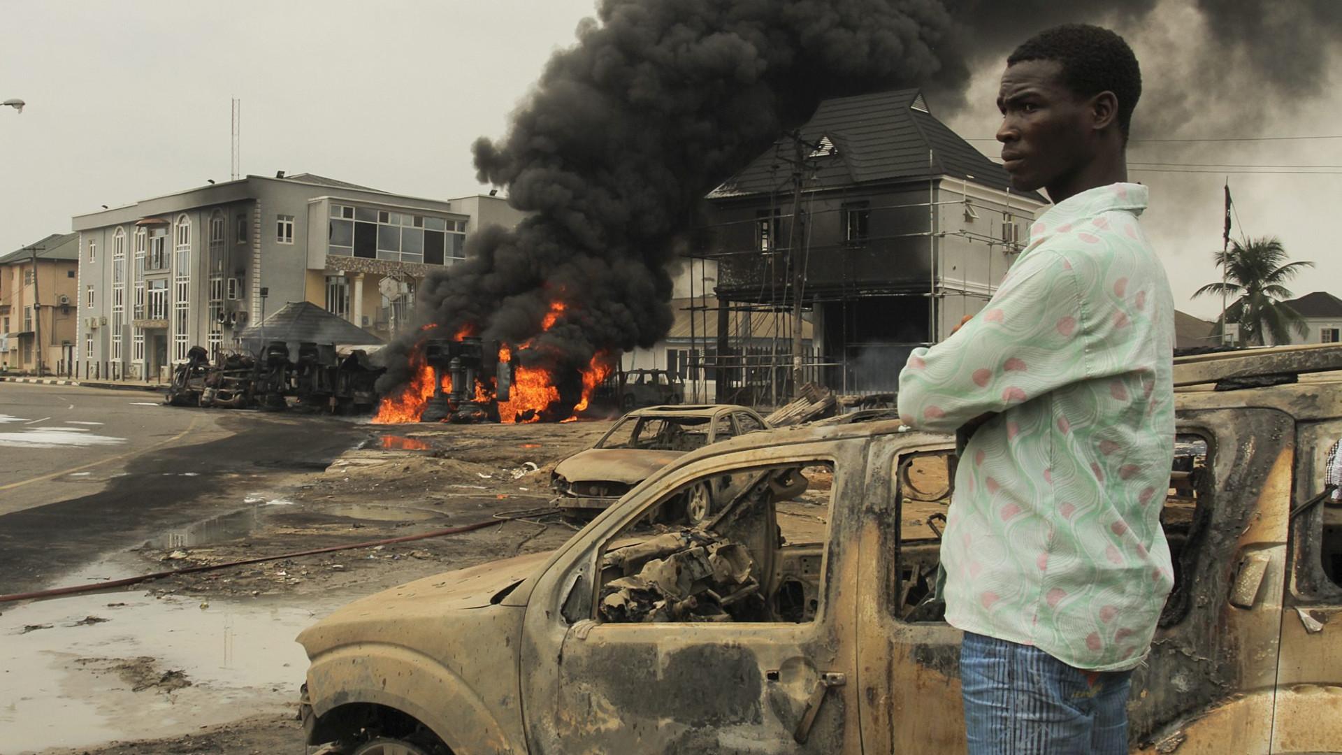 Dezenas de mortos em explosão de camião com combustível na Nigéria