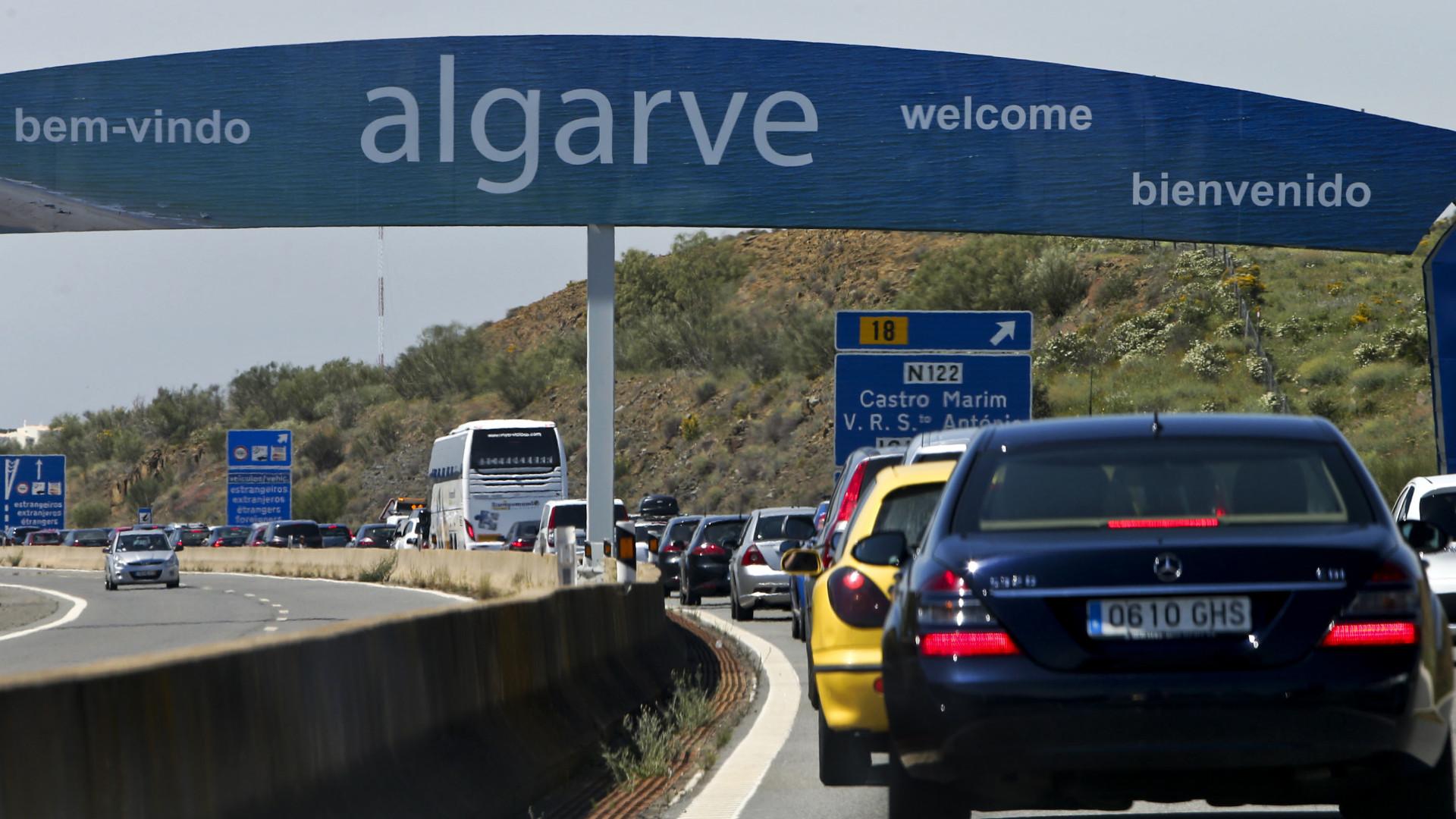Via do Infante cortada entre Loulé e Faro devido a despiste. Há 3 feridos