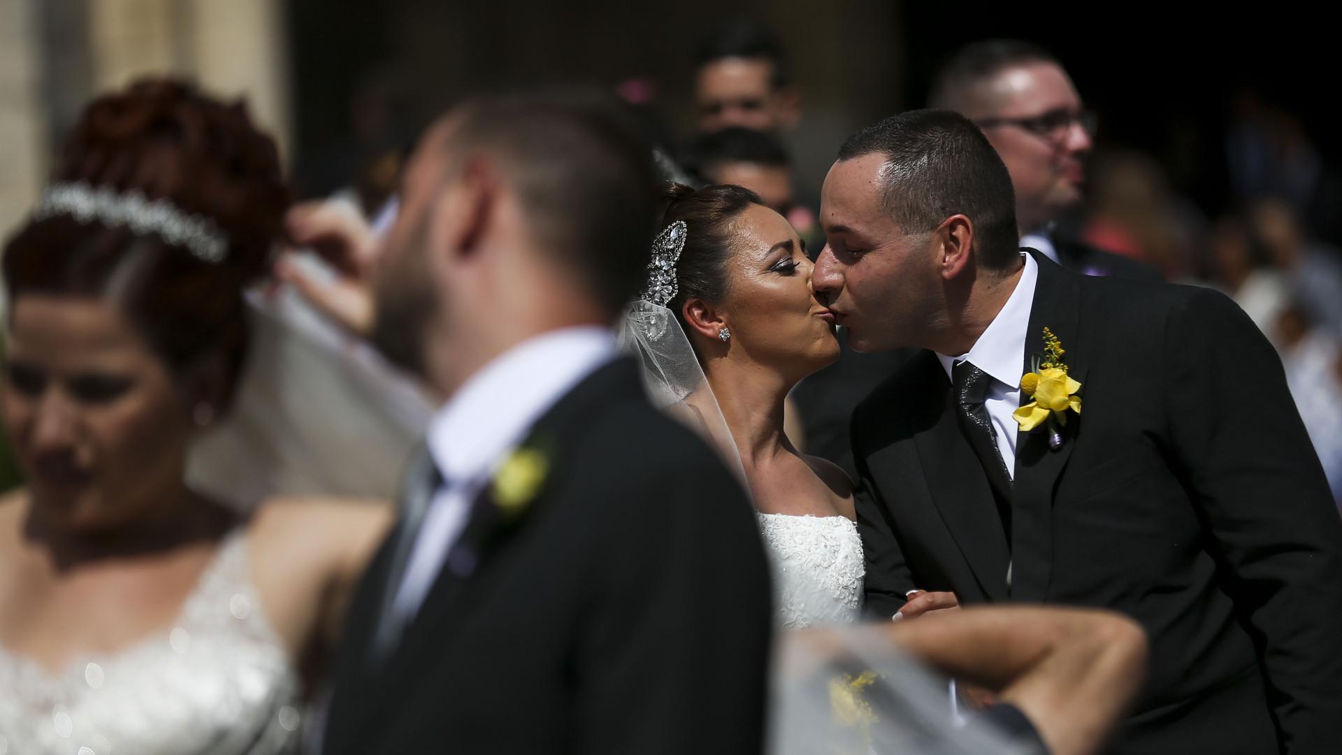 Casamentos e marchas tomam conta de Lisboa em véspera de feriado