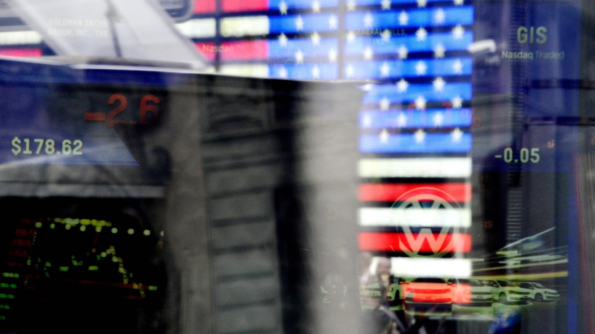 Wall Street fecha sem rumo. McDonald's valoriza Dow Jones