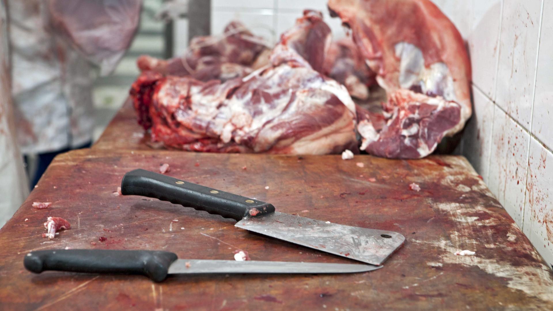 Portugueses comem 4,4 vezes mais carne, ovos e peixe do que precisam