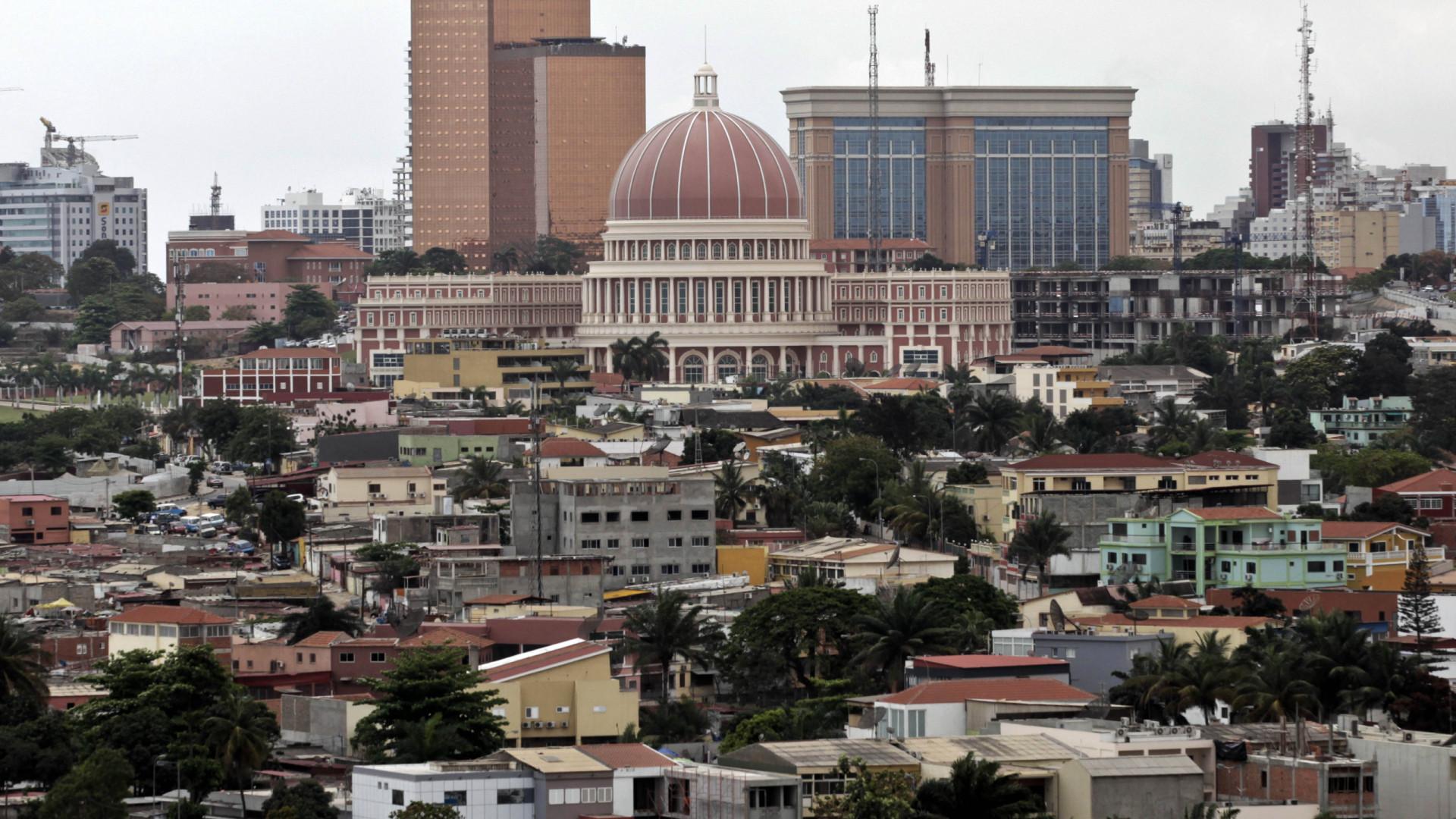 Deputados angolanos divergem sobre forma de ajustar salário mínimo