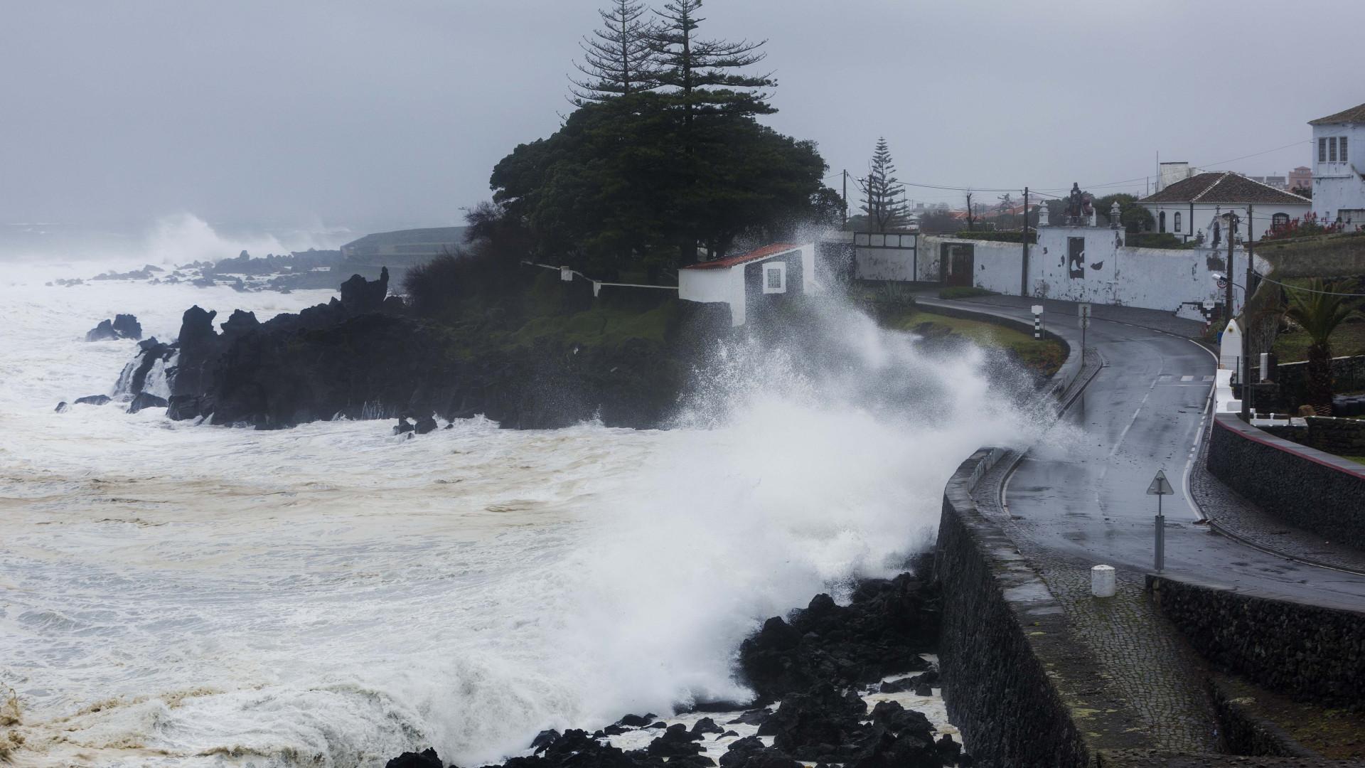 IPMA eleva para vermelho aviso de chuva em ilhas dos Açores