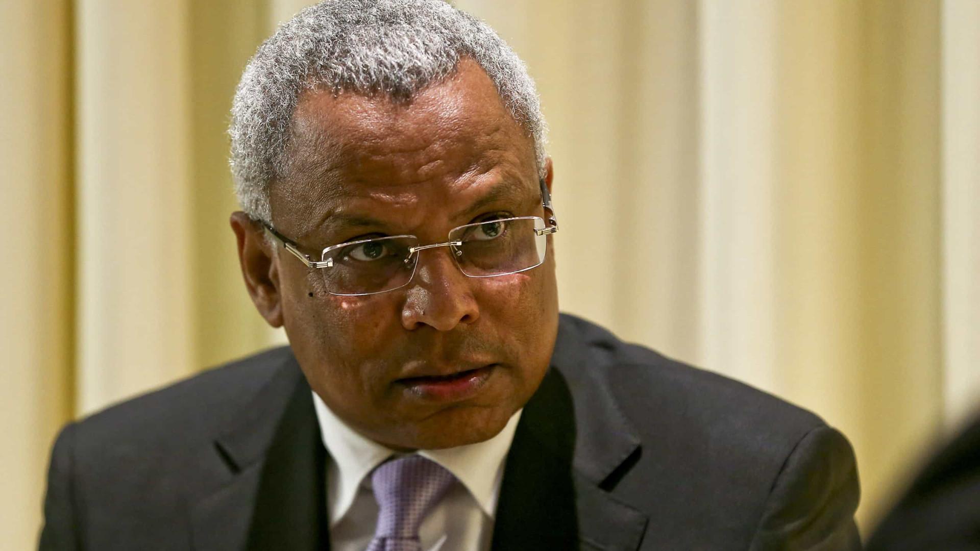 Ex-primeiro-ministro questiona transparência de negócios da TACV