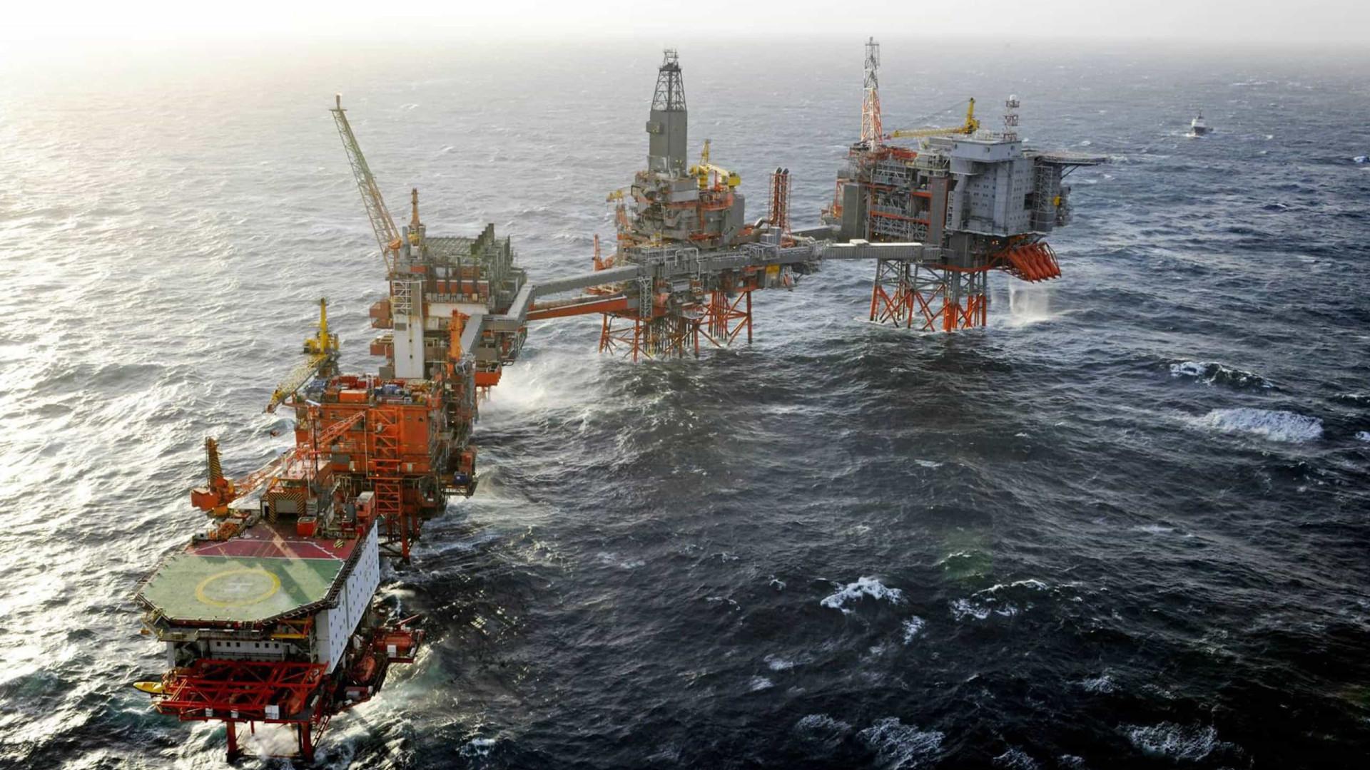 Pagar empréstimos chineses com petróleo angolano traz riscos