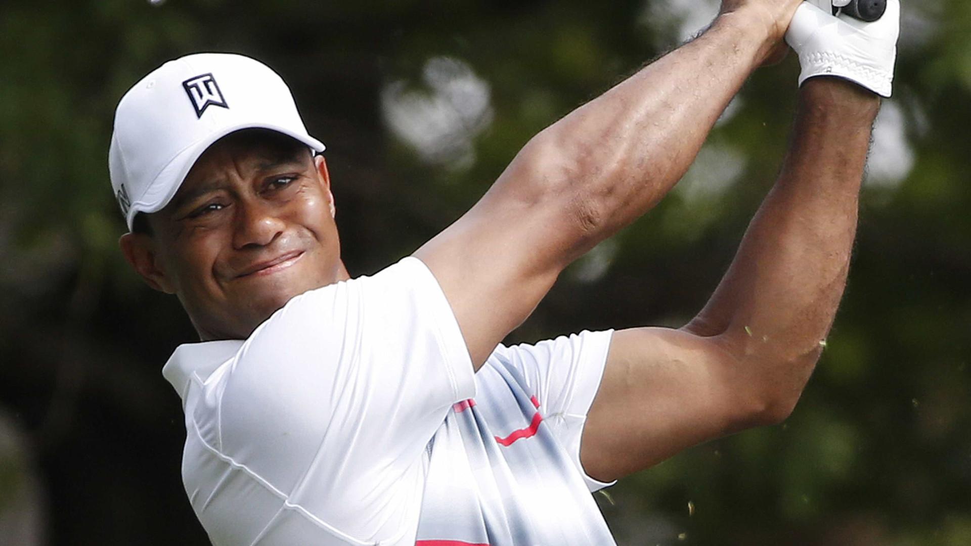 Tiger Woods regressa aos 'greens' após 16 meses de ausência