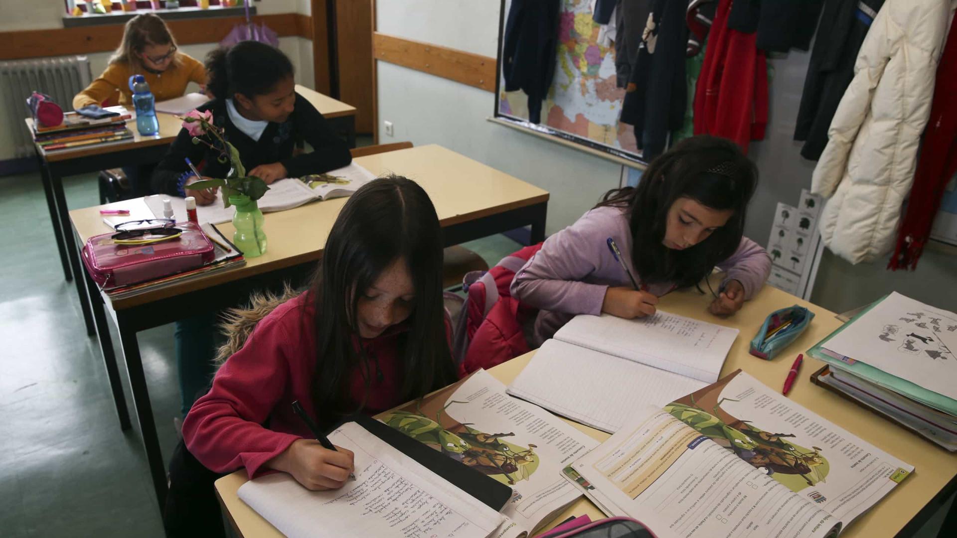 Governo quer alargar manuais grátis a mais niveis de ensino