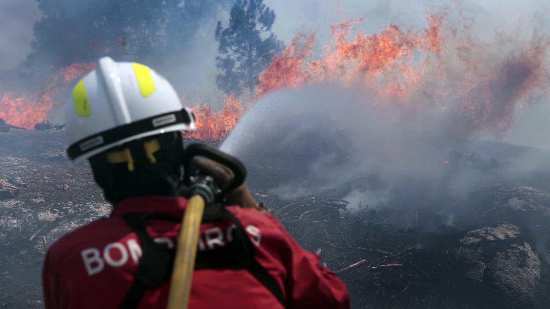 Bombeiros de Belas no incêndio de Vila Velha de Rodão