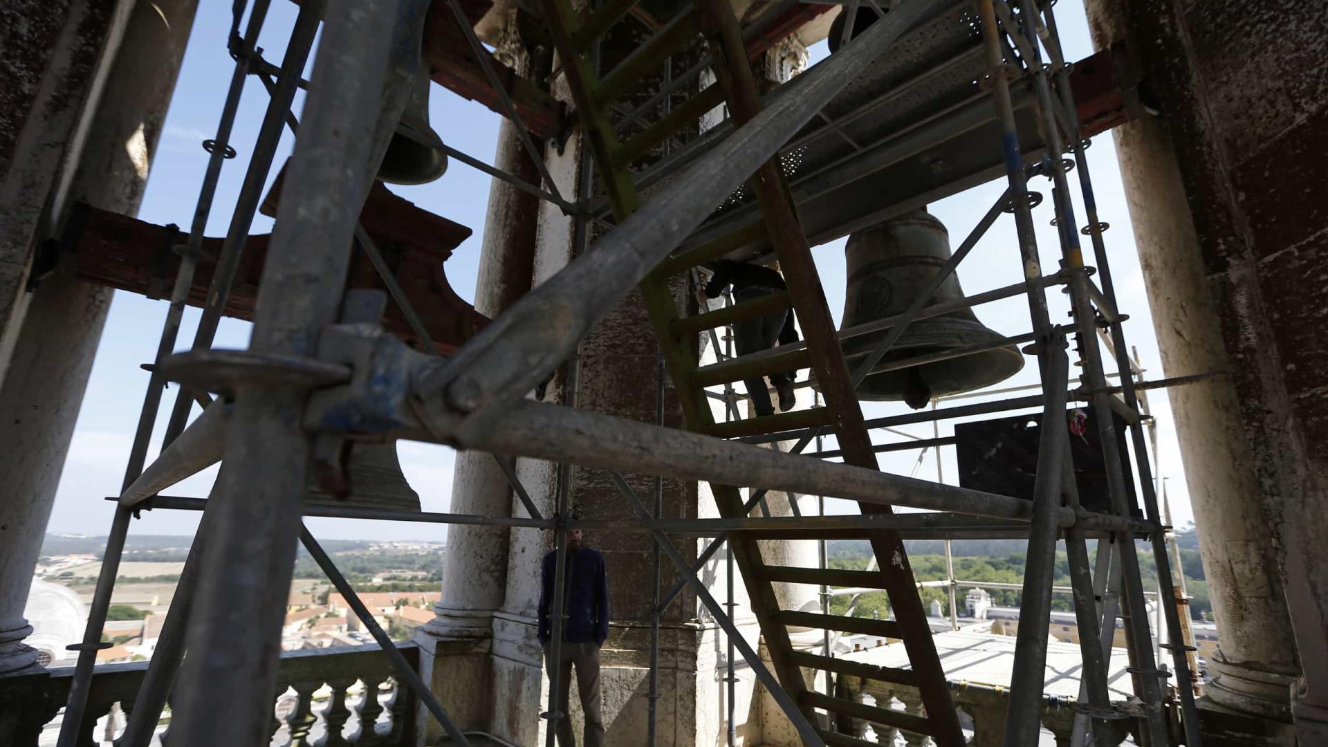 Maiores sinos da torre sul do Palácio de Mafra são apeados na quarta
