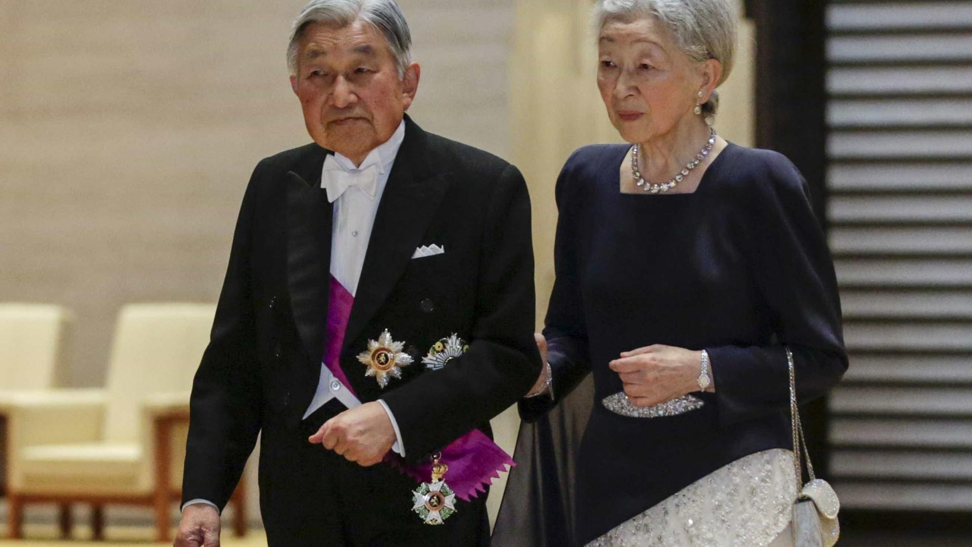 Governo do Japão prevê que imperador Akihito abdique em 2018