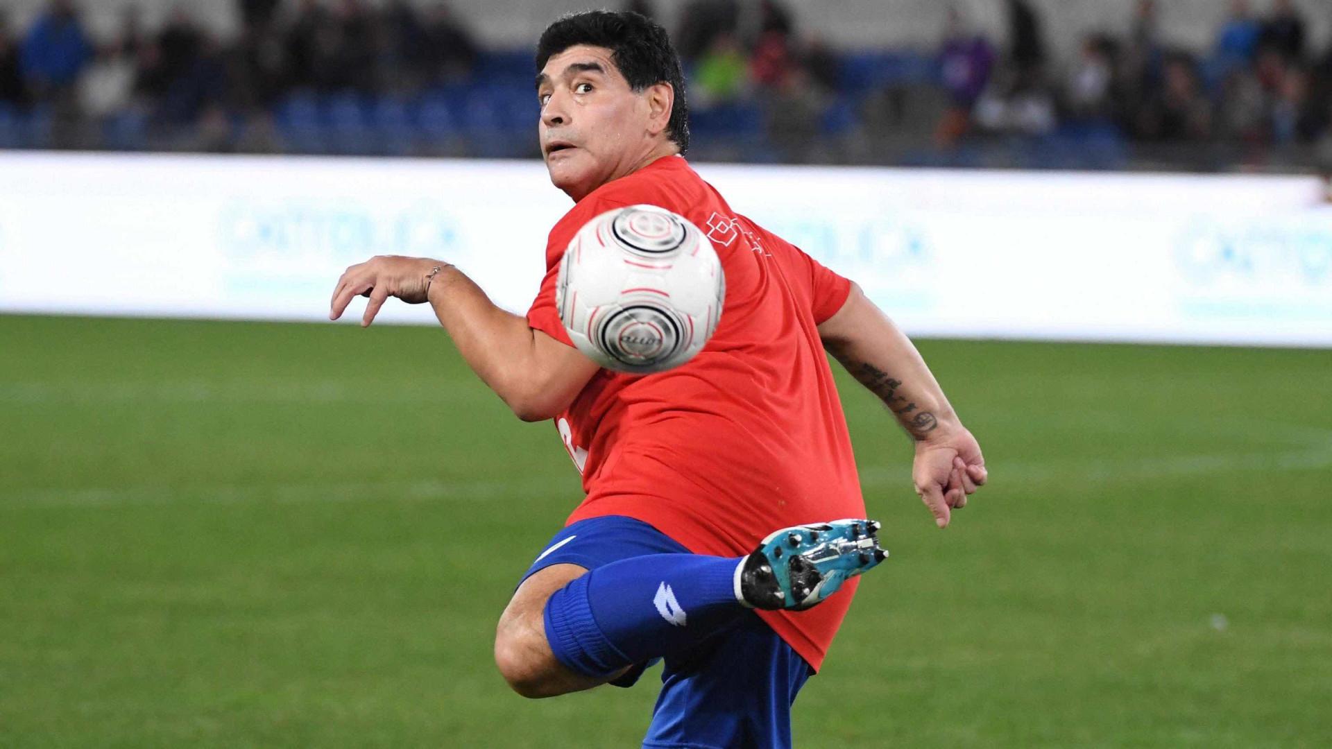 """Maradona insiste que """"não deve nada a ninguém"""""""
