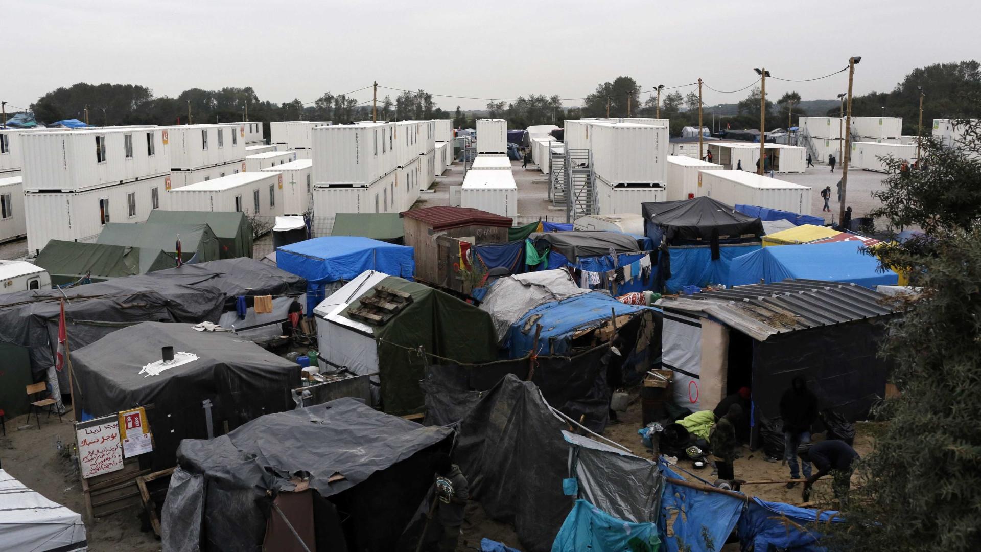 """França: Londres deve cumprir """"dever moral"""" para com menores de Calais"""