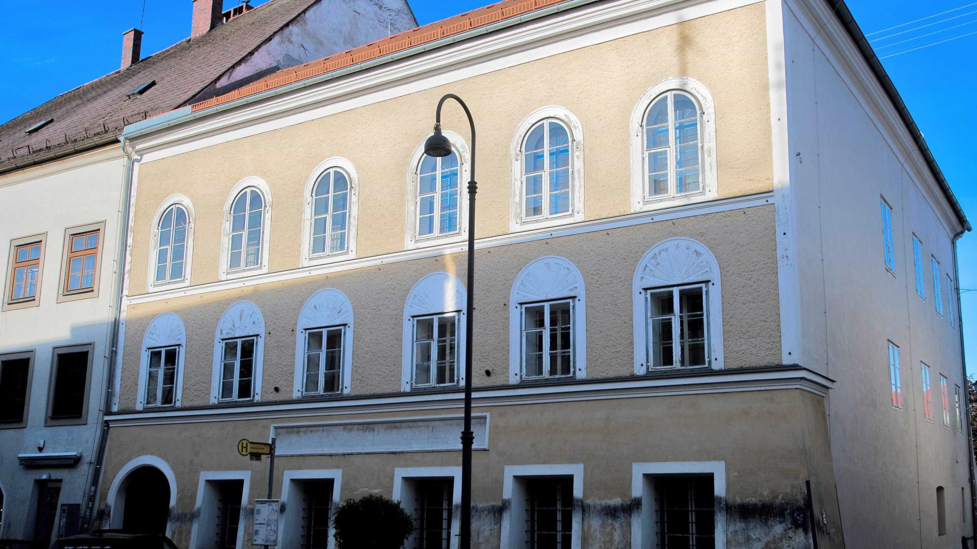 Parlamento austríaco aprova expropriação da casa natal de Adolf Hitler
