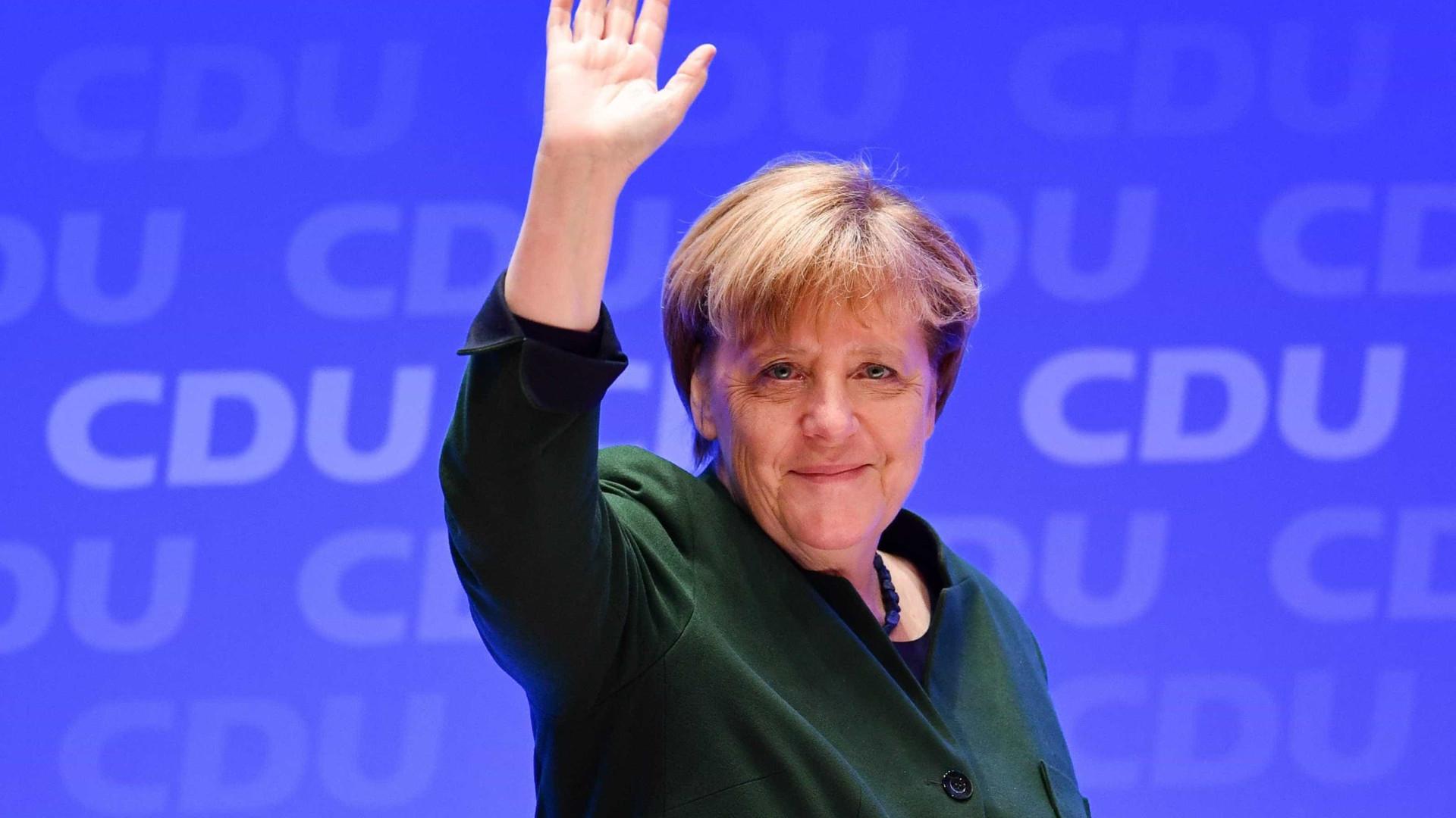 """Alemanha tem de """"aprender a proteger-se"""" de ciberataques, diz Merkel"""