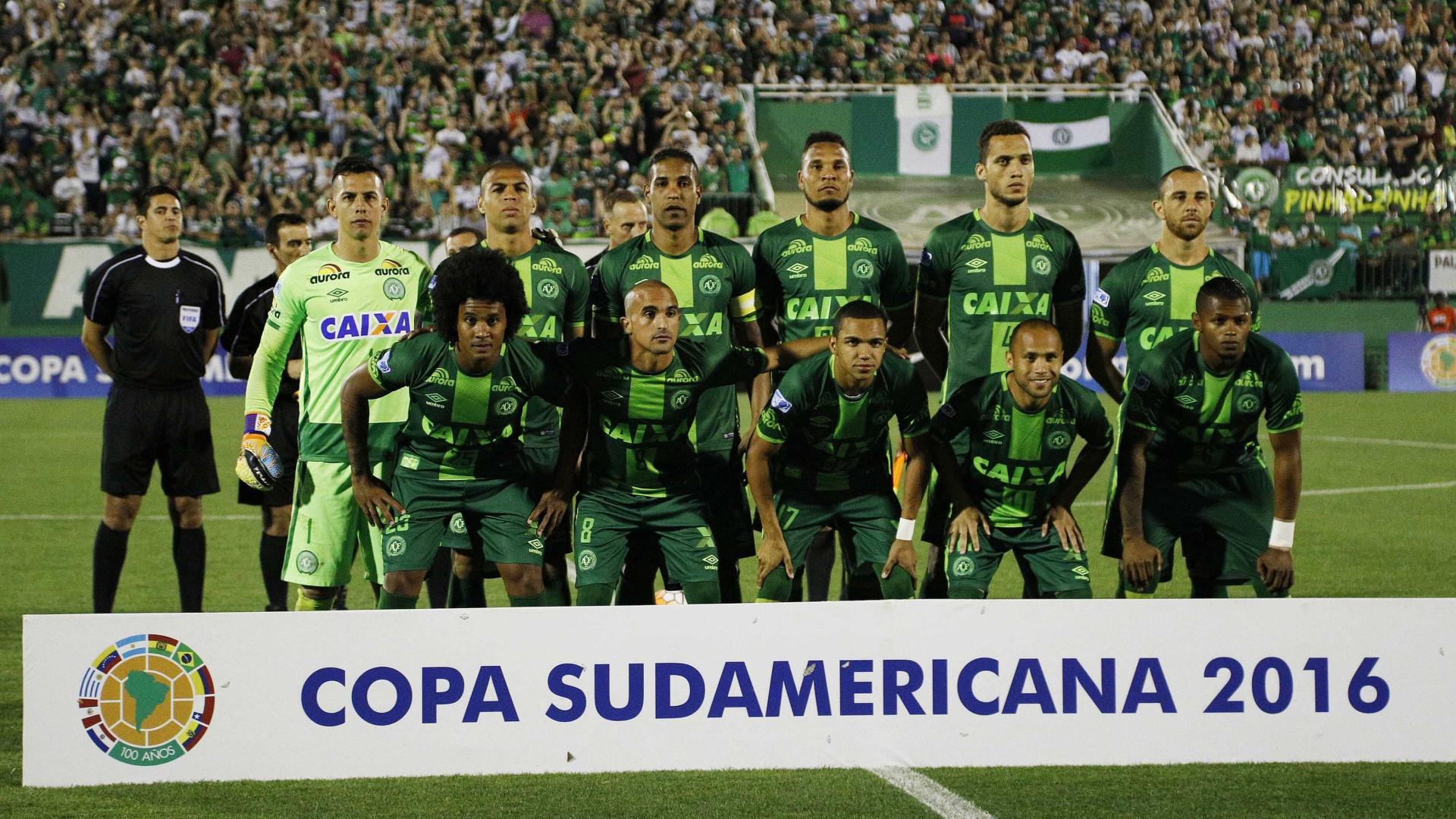 Suspensa final da Taça Sul-Americana de Futebol após queda de avião