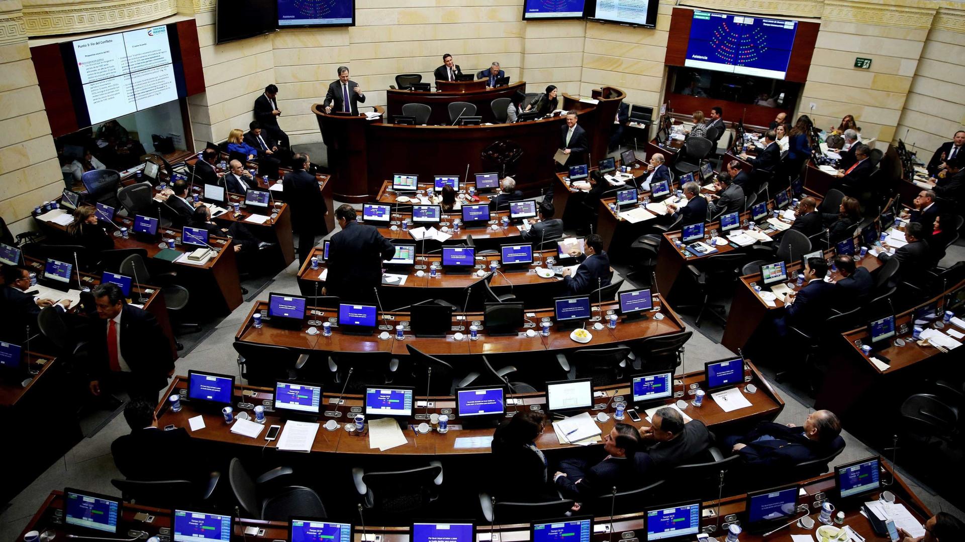 Senado colombiano aprova novo acordo de paz com as FARC