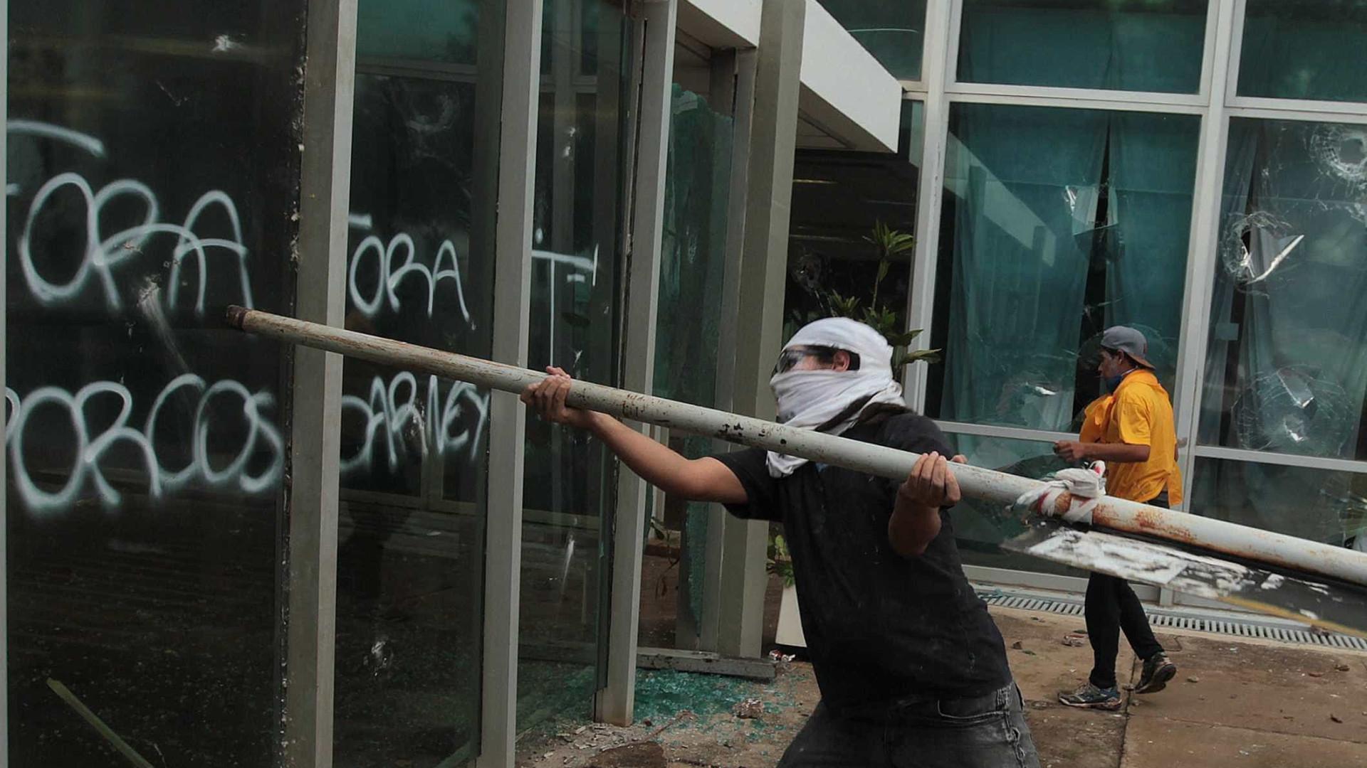 Temer repudia violência em protestos com feridos e destruição nas ruas