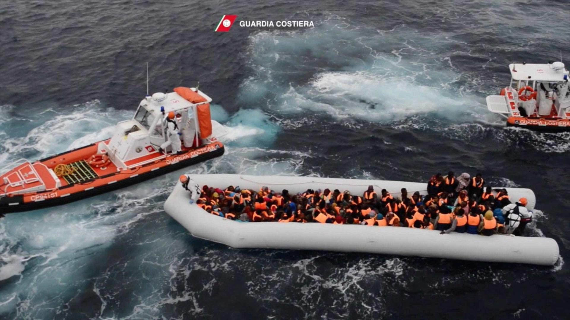 Mais de cinco mil migrantes resgatados do Mediterrâneo desde domingo
