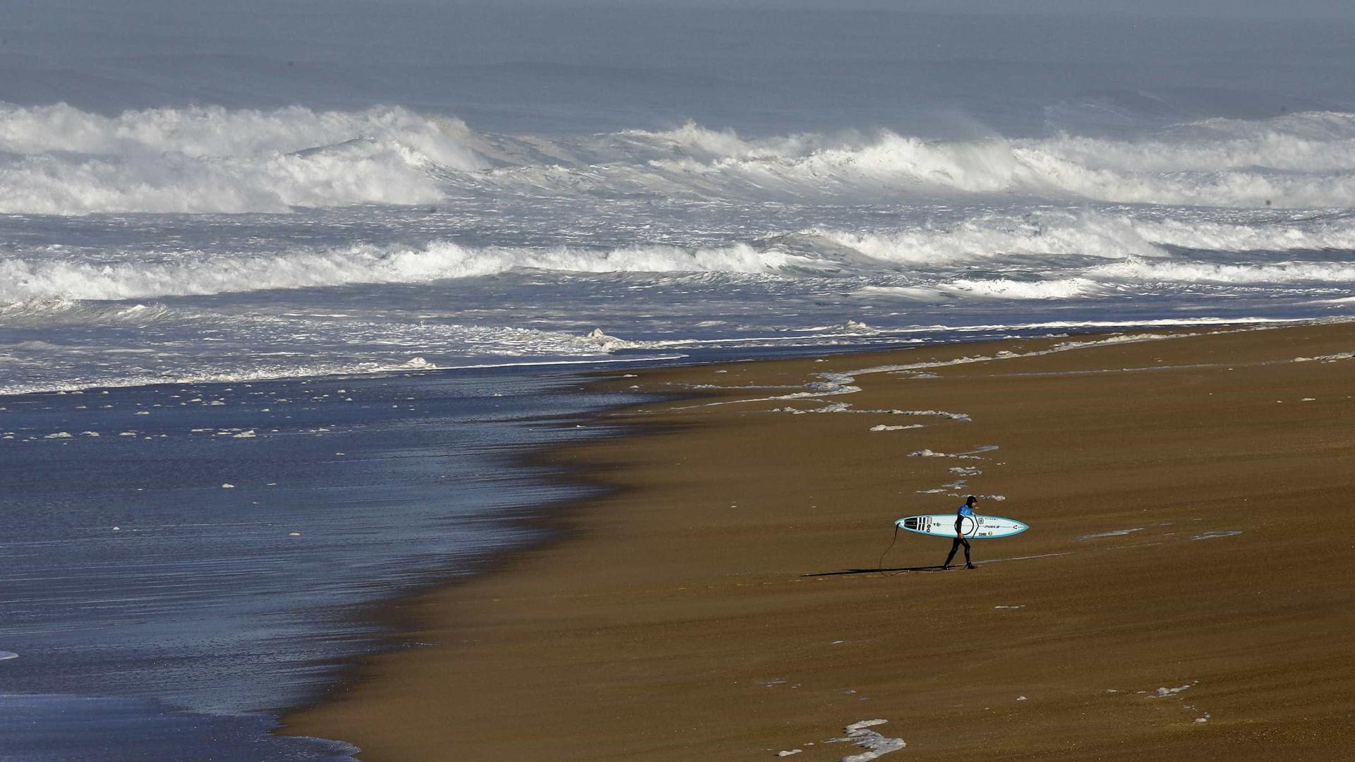 Surfistas mundiais à espera de ondas grandes para o Nazaré Challenge