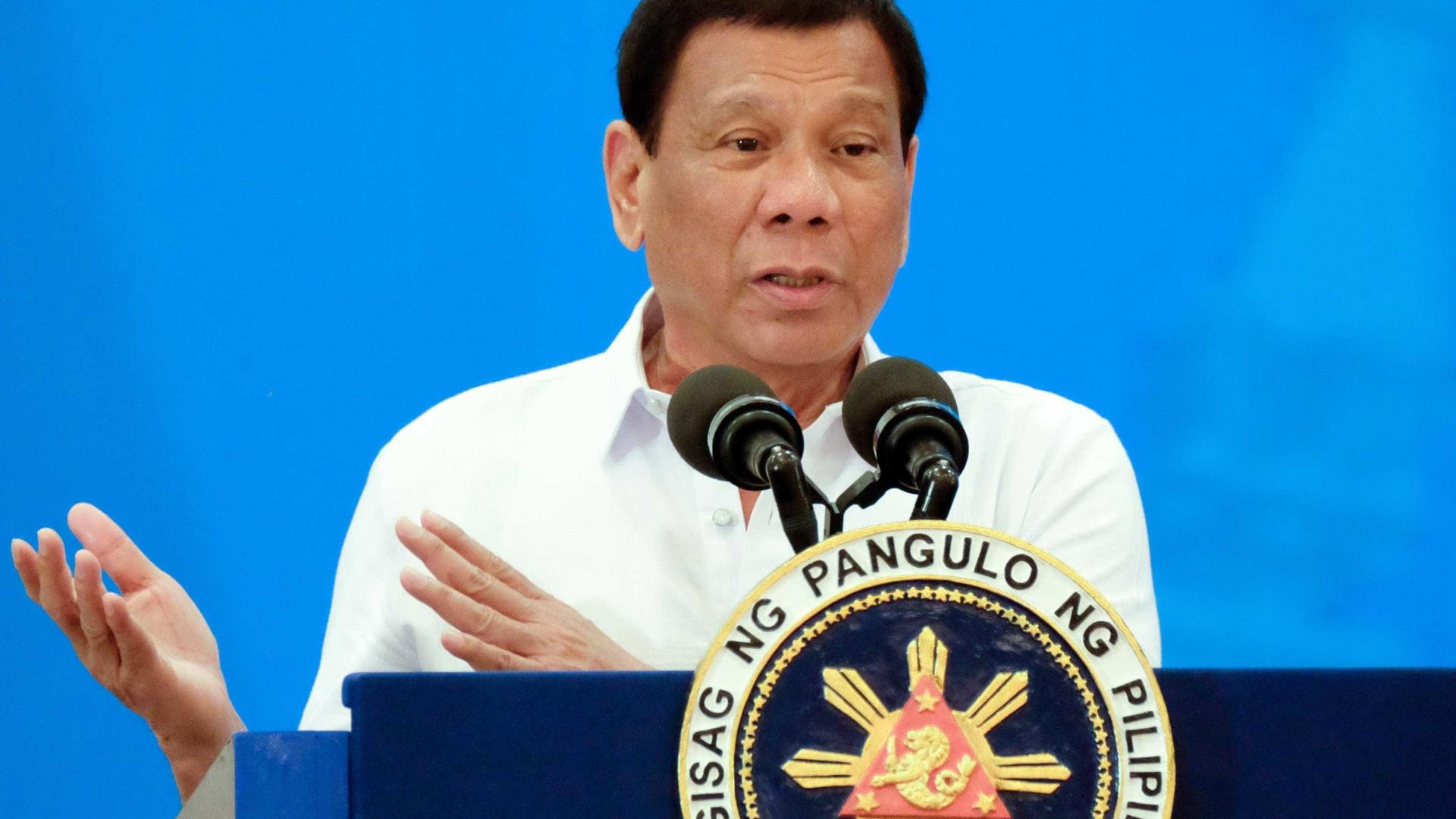 """Duterte chama """"loucos"""" a eurodeputados críticos da campanha antidroga"""