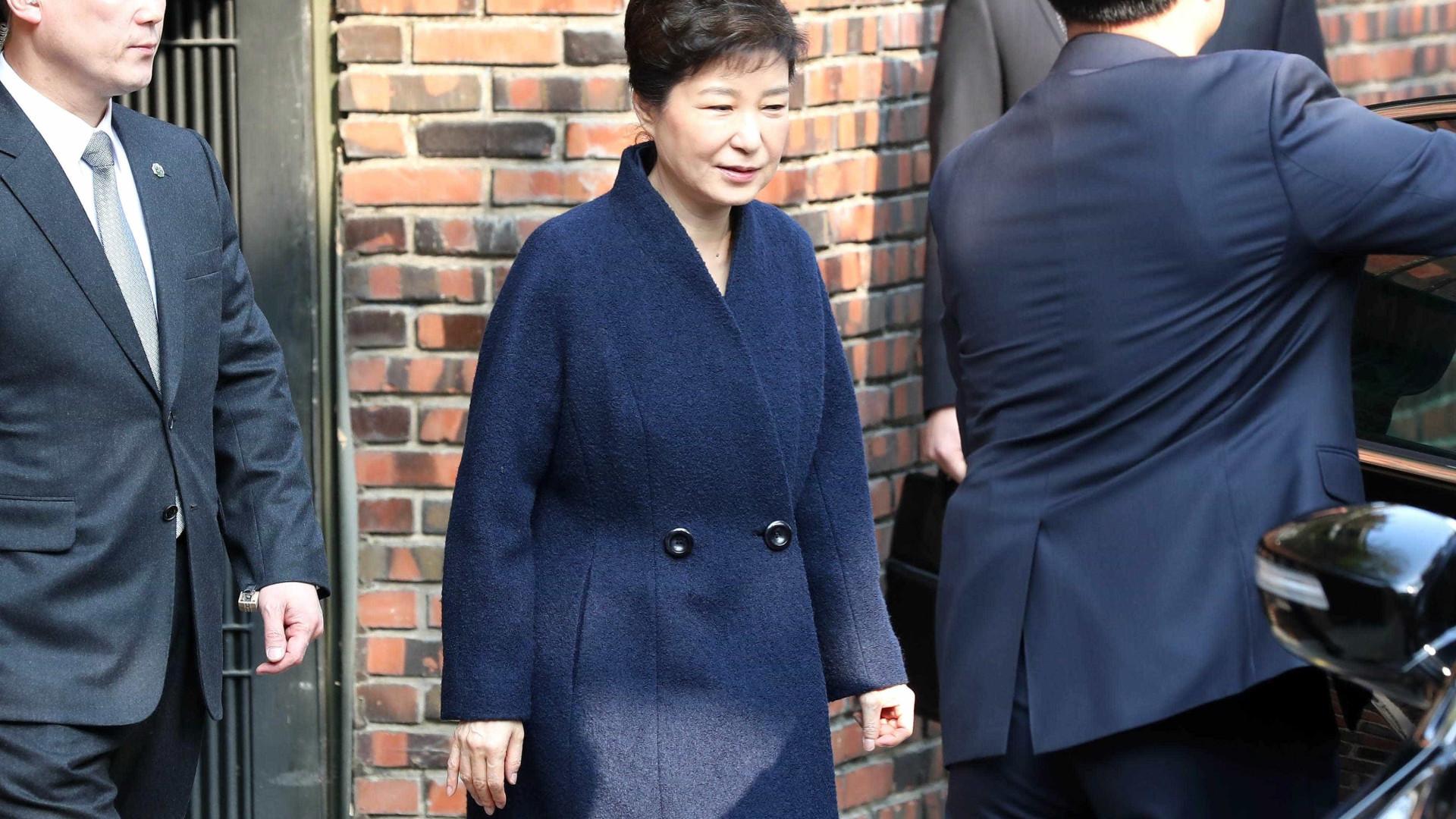 Antiga Presidente da Coreia do Sul ouvida na procuradoria de Seul