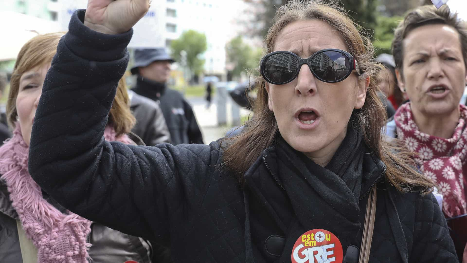 Profissionais de reinserção social em greve às horas extra até fim do ano