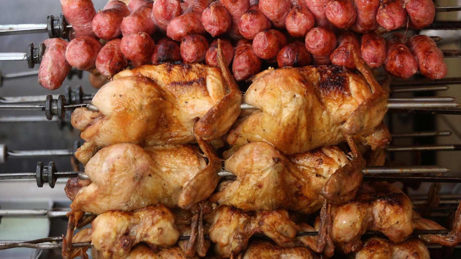 UE quer suspender exportações de carne de frango e Brasil