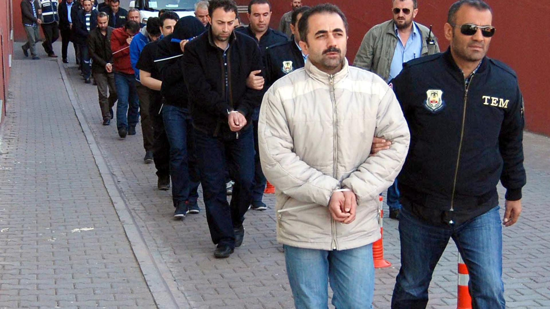 Turquia prende mais de 700 pessoas suspeitas de ligações a Gülen