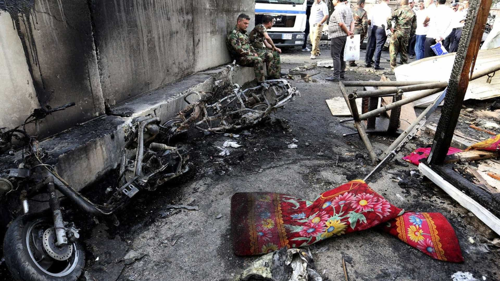 Duplo atentado no Iraque faz pelo menos 50 mortos e 87 feridos