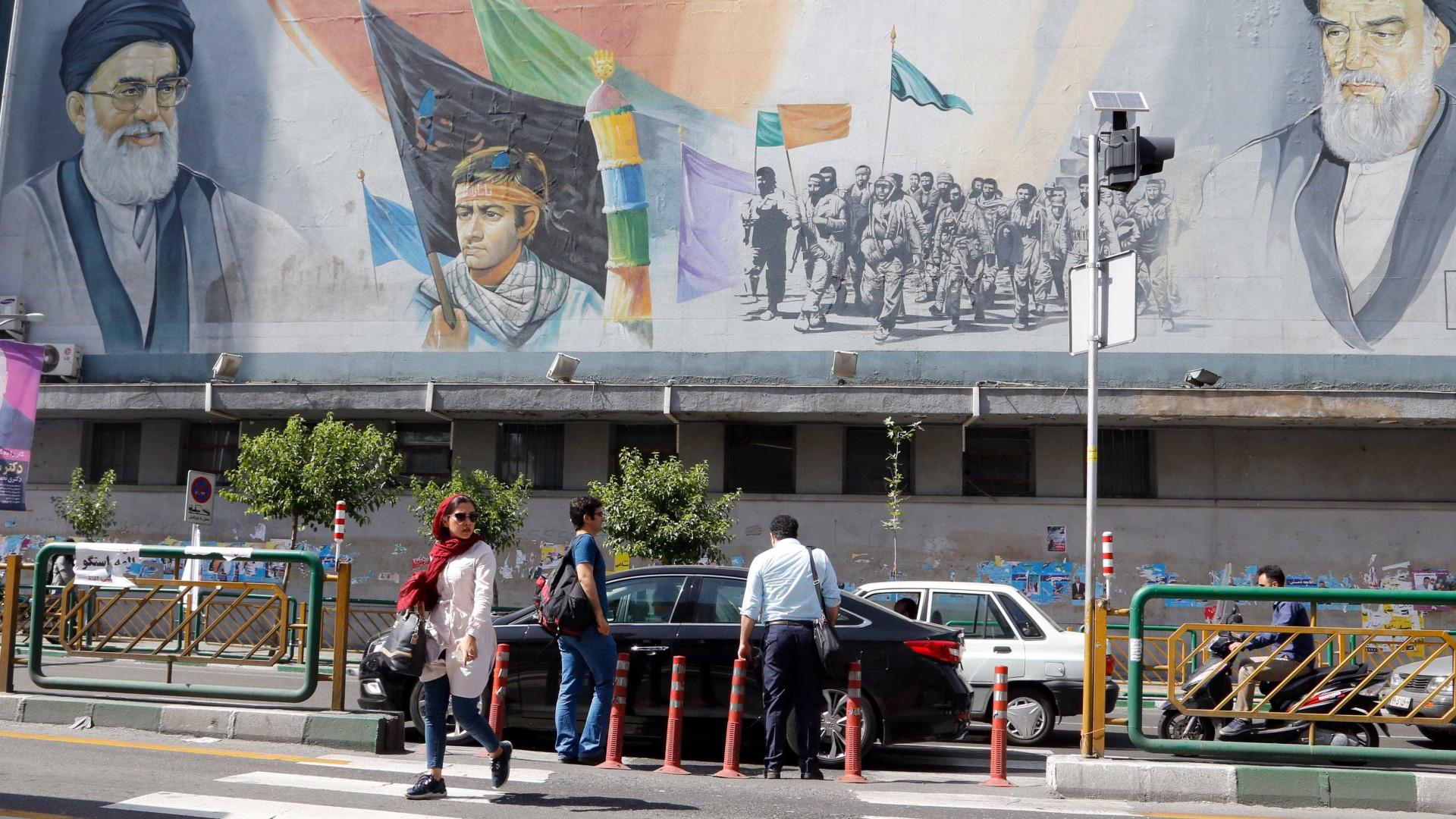 Urnas abertas no Irão para eleições presidenciais