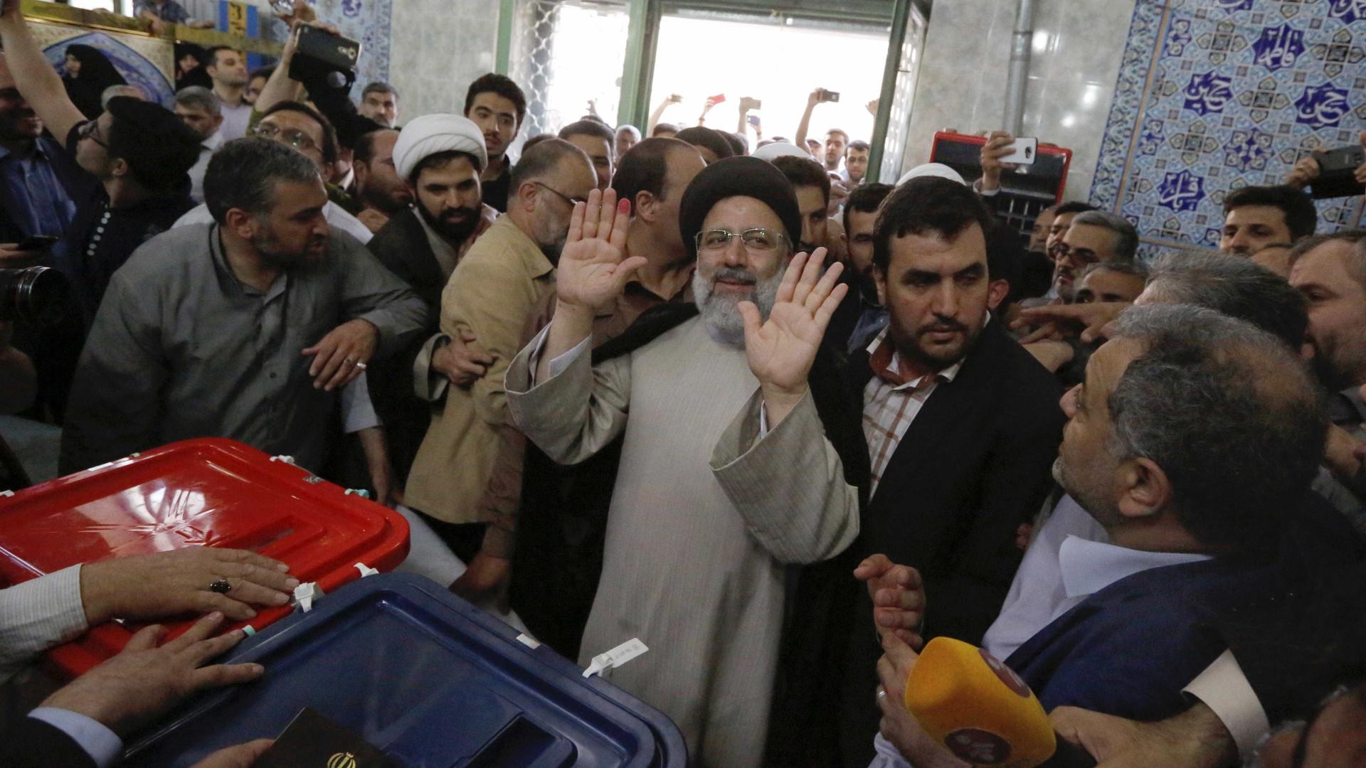 Votação nas presidências iranianas prolongada por mais quatro horas