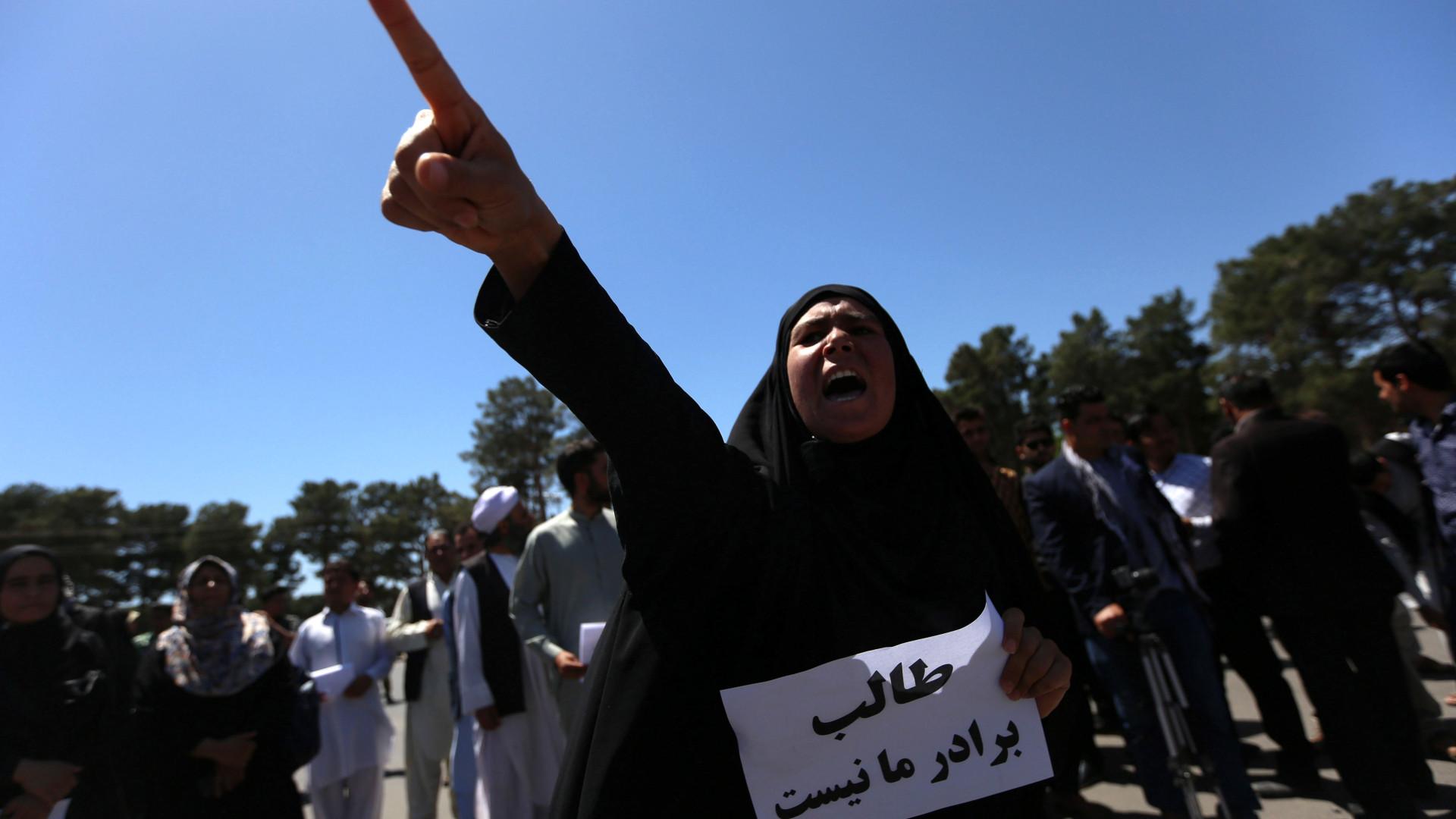 Protesto após atentado termina em confronto e deixa mortos em Cabul