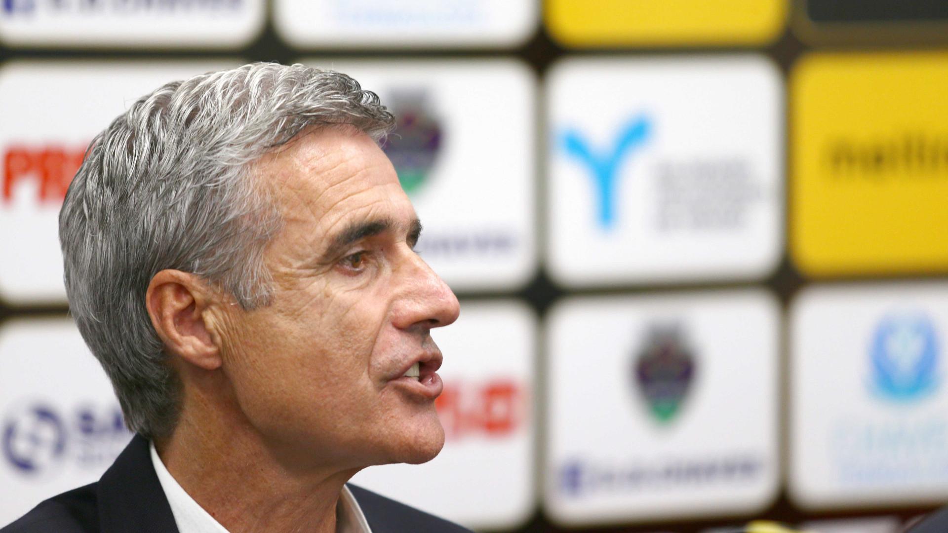 """Luís Castro classifica de """"dificuldade máxima"""" receção ao Benfica"""