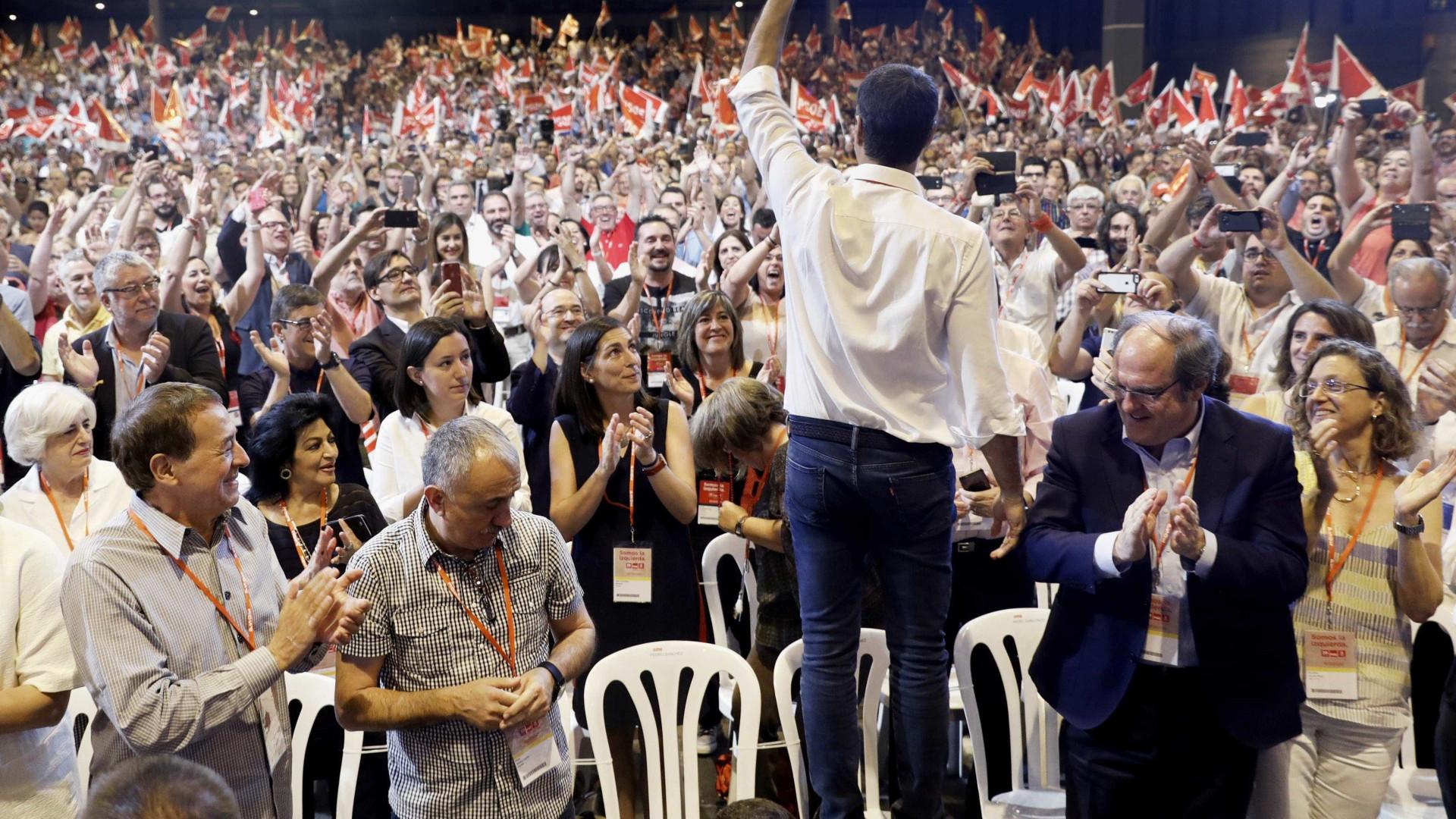 Pedro Sánchez afasta barões da direção do PSOE e quer ser alternativa