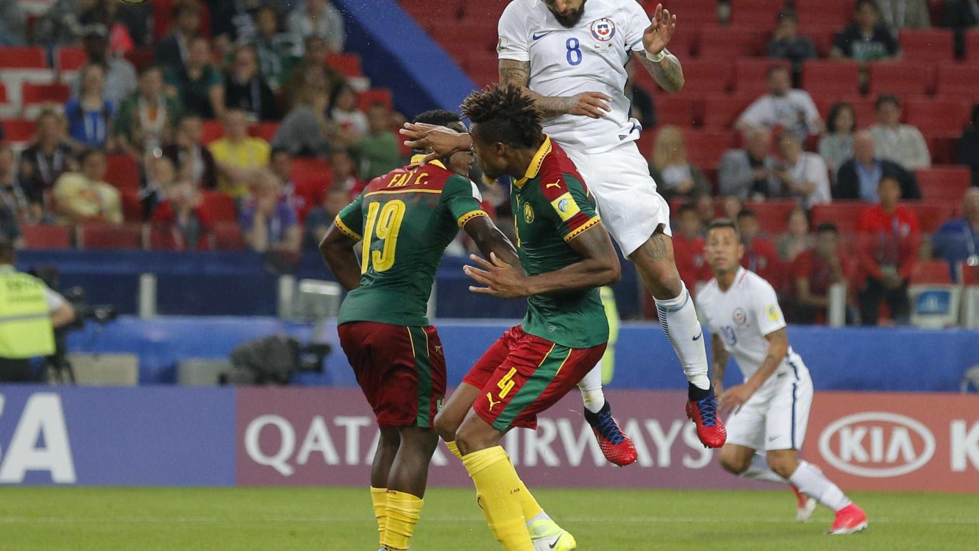 Chile vence Camarões por 2-0 na Taça das Confederações
