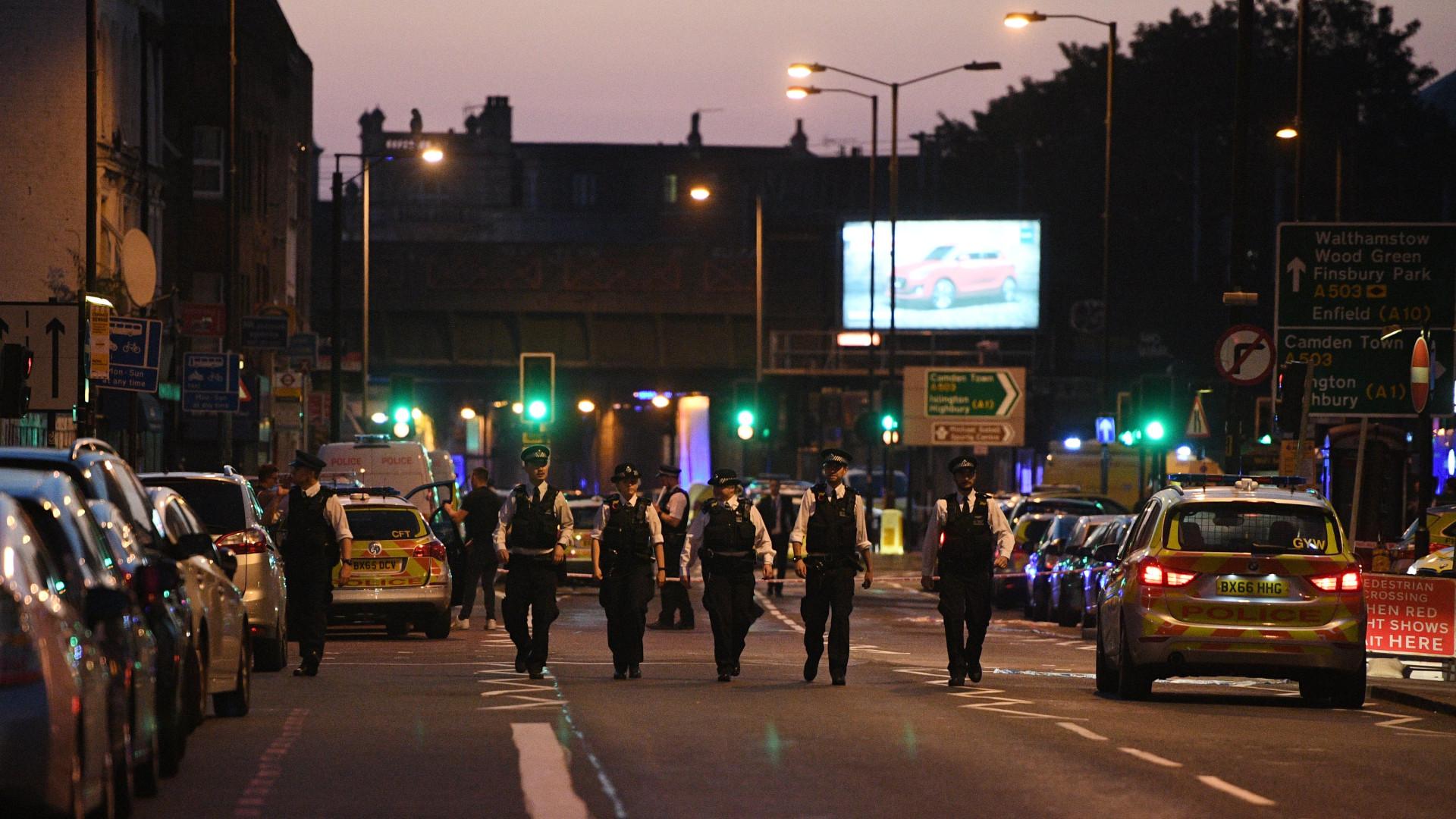 Um morto e oito feridos em atropelamento perto de mesquita em Londres