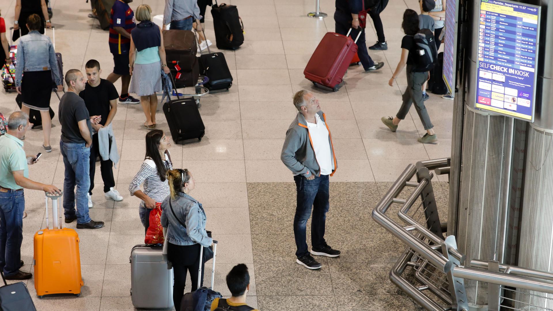 Mais portugueses vão viajar no final do ano mas destinos mantêm-se