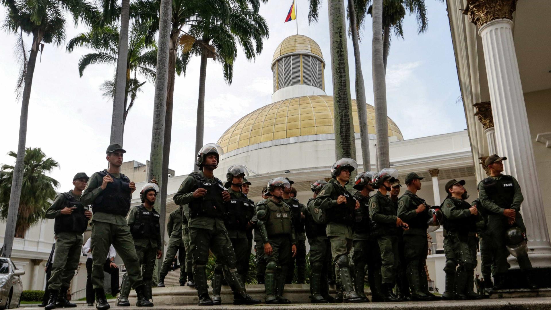 ATUALIZADA - Oposição convoca plebiscito contra Maduro para dia 16, diz jornal