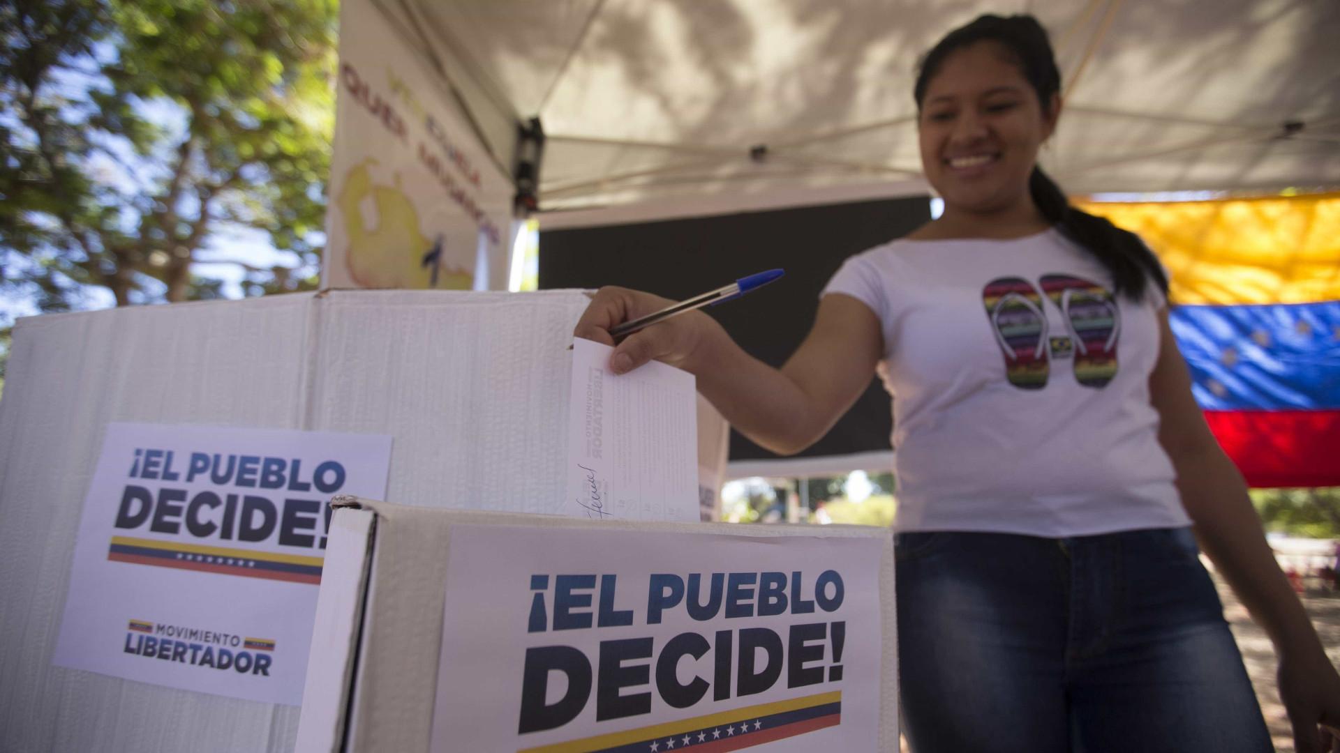 Grande afluência para participar em plebiscito simbólico contra Maduro