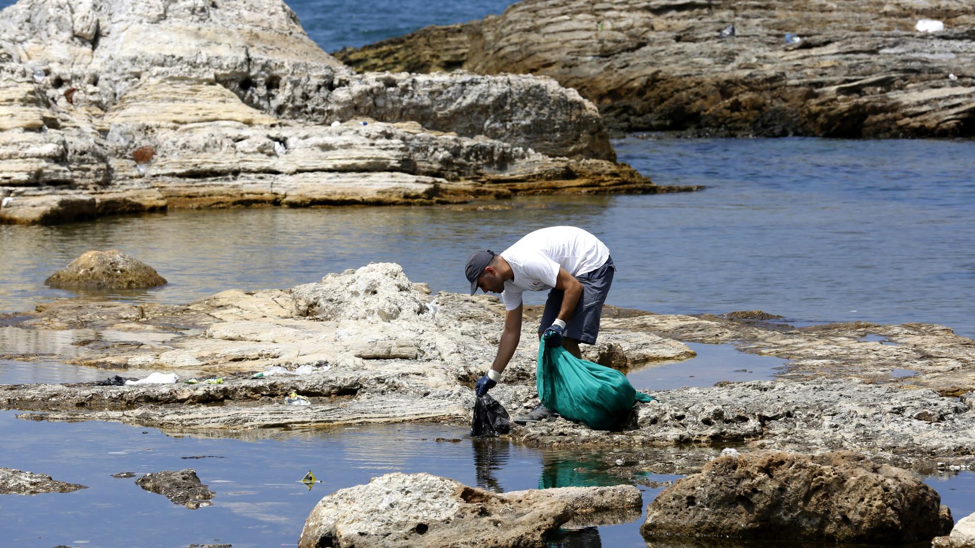 Campanha vai transformar plástico das praias em aparelhos de desporto