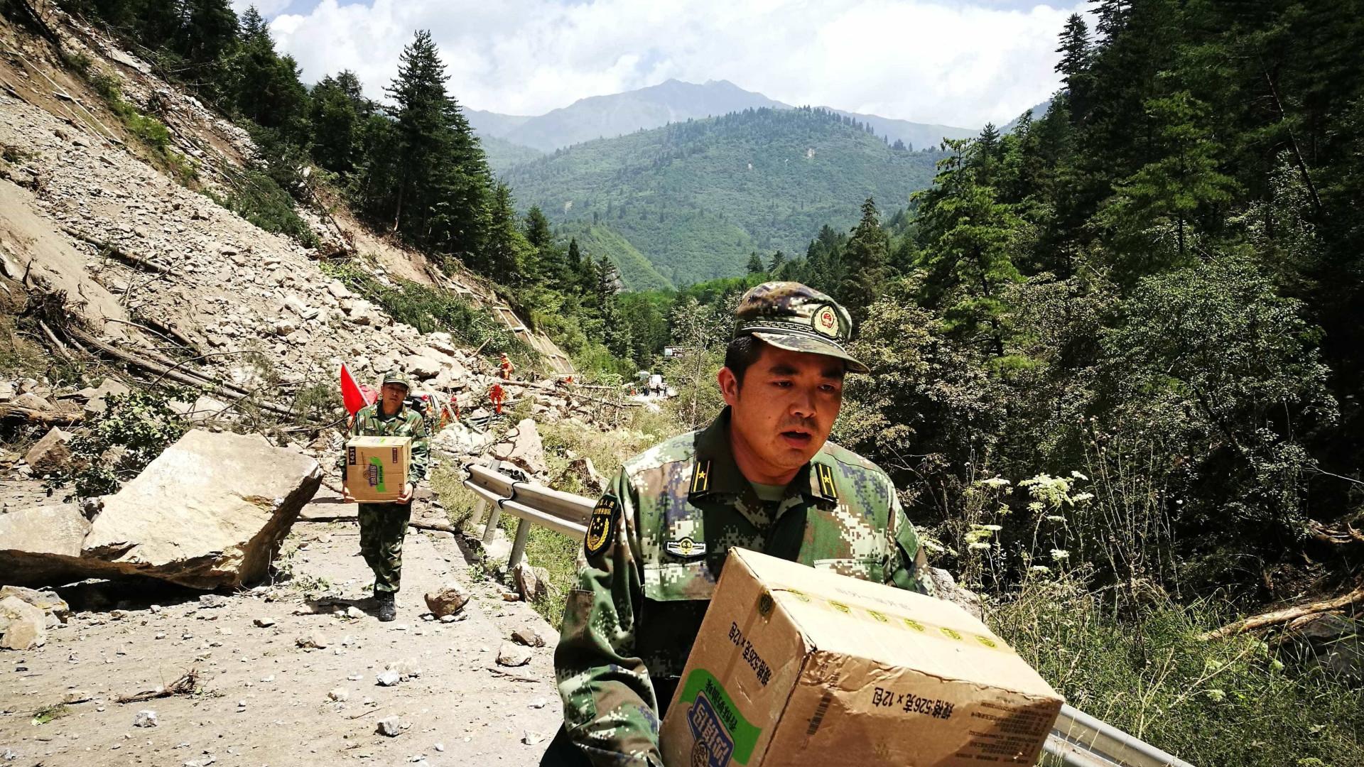 Sobe para 24 número de mortos no sismo no sudoeste da China