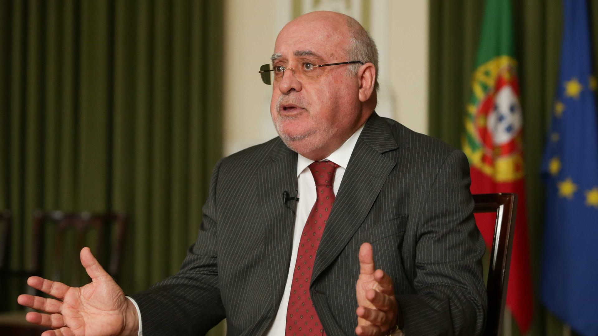 """Ministro lamenta """"revolução"""" ser criticada por quem não contribuiu"""
