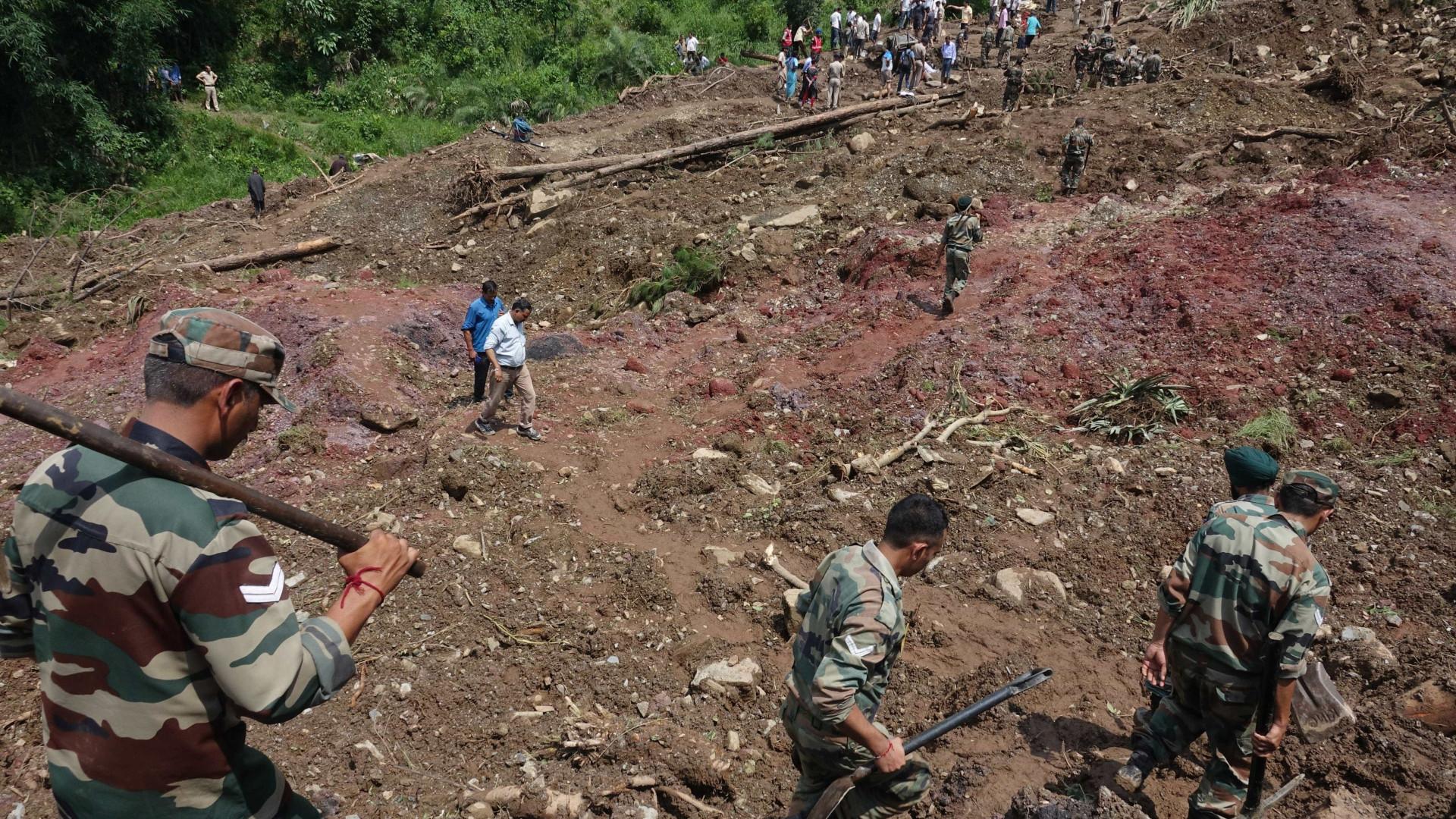 Pelo menos 45 mortos em deslizamento de terras na Índia
