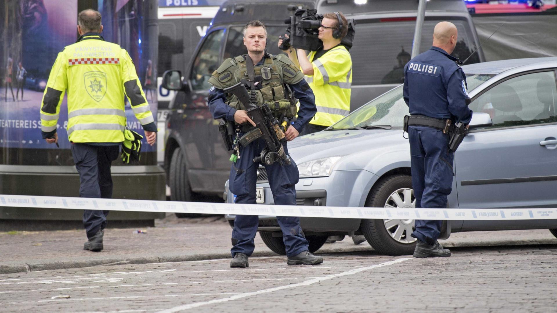 Cinco pessoas detidas após esfaqueamentos na Finlândia