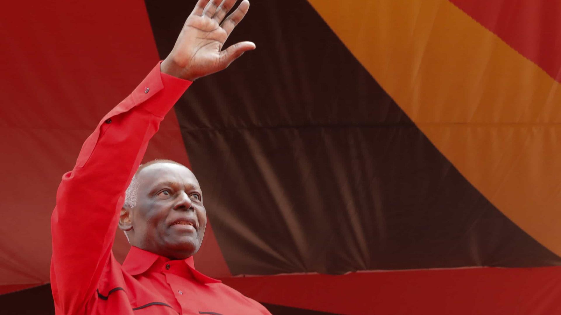 José Eduardo dos Santos quer quadros à altura no partido no poder