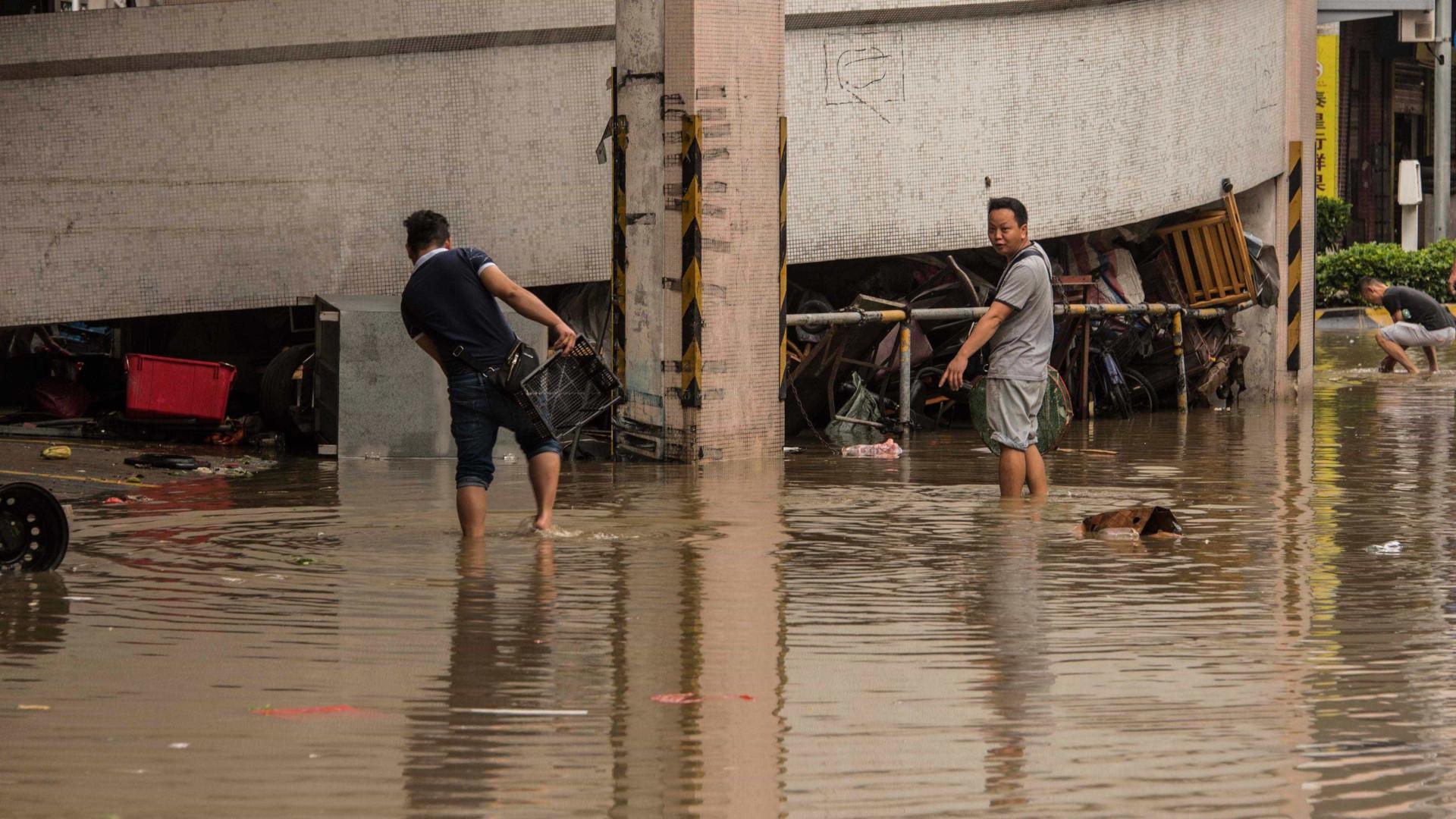 Oito vídeos que mostram a devastação do Tufão Hato